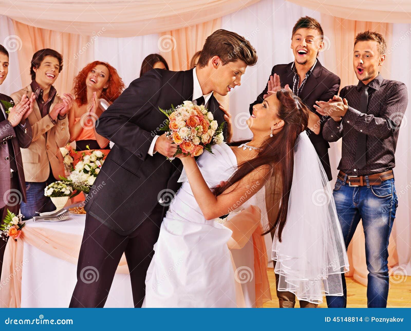 La gente del gruppo al ballo di nozze