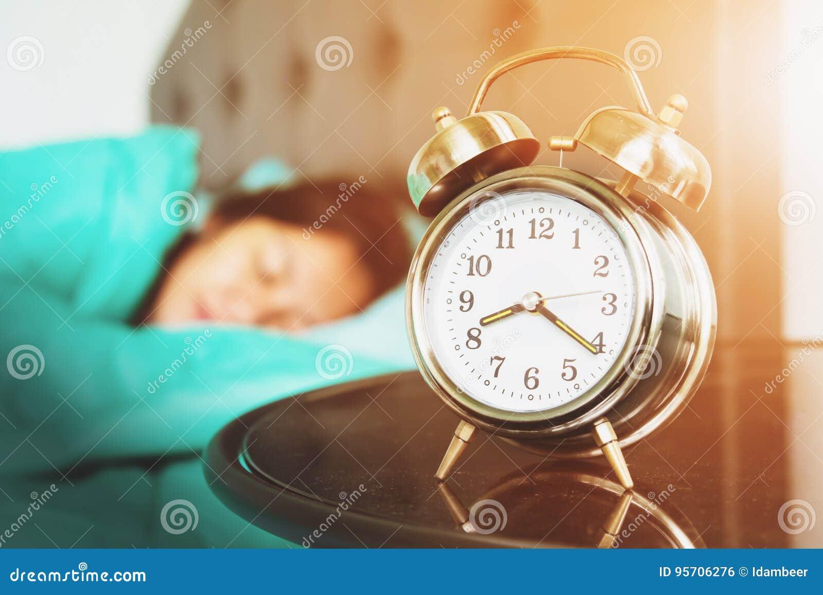 La grande cloche s assure se réveillent