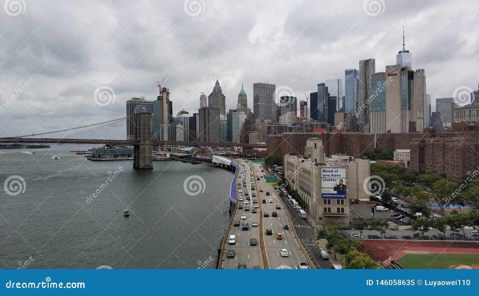 La grande vue du pont de Manhattan et de Brooklyn