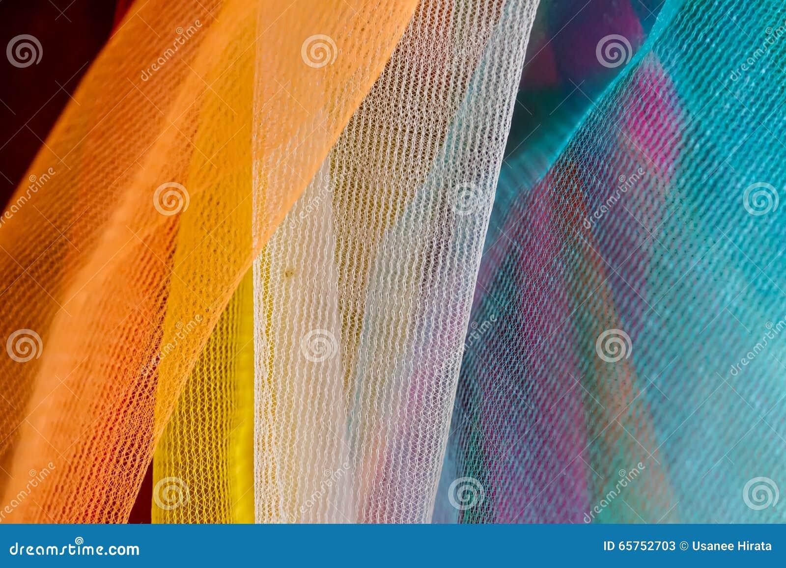 La guirnalda plástica tailandesa colorida, se puede encontrar en cualquier temporero budista
