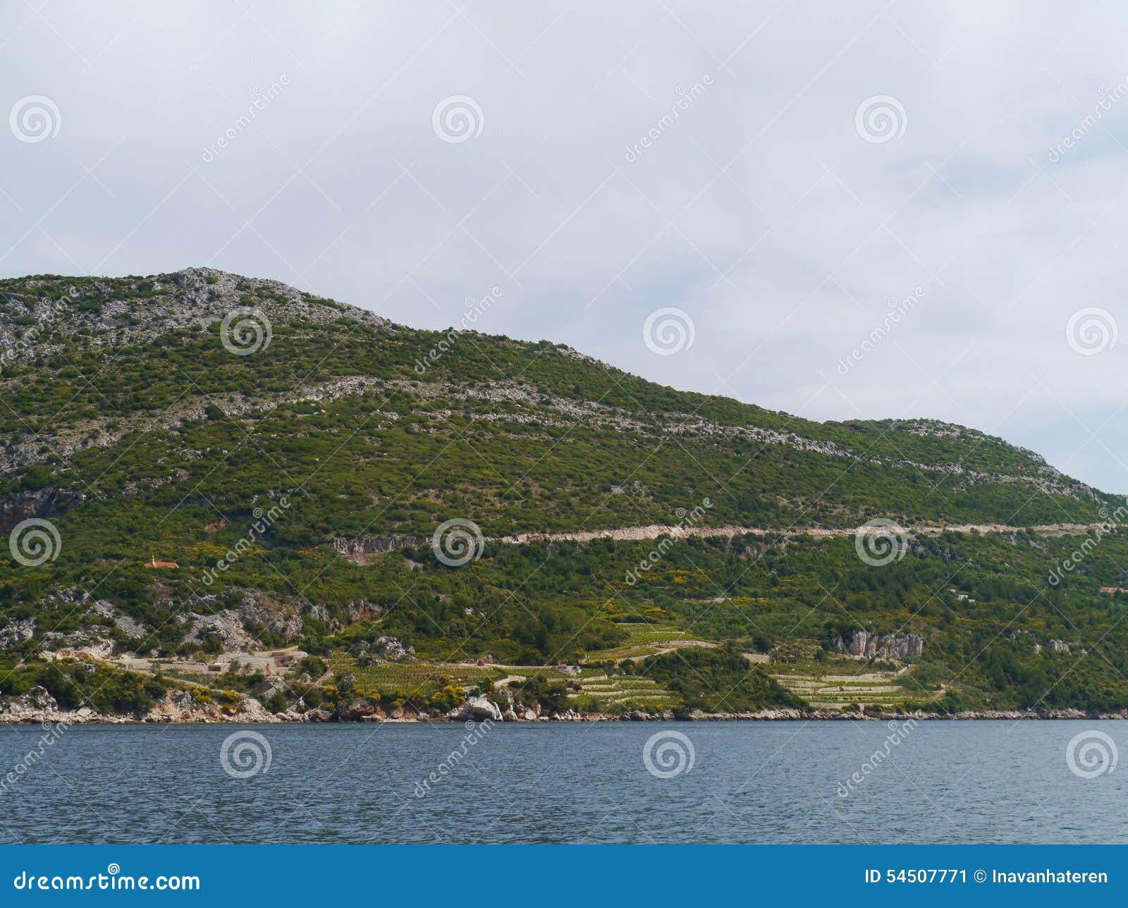 La haute montagne de Peljesac en Croatie