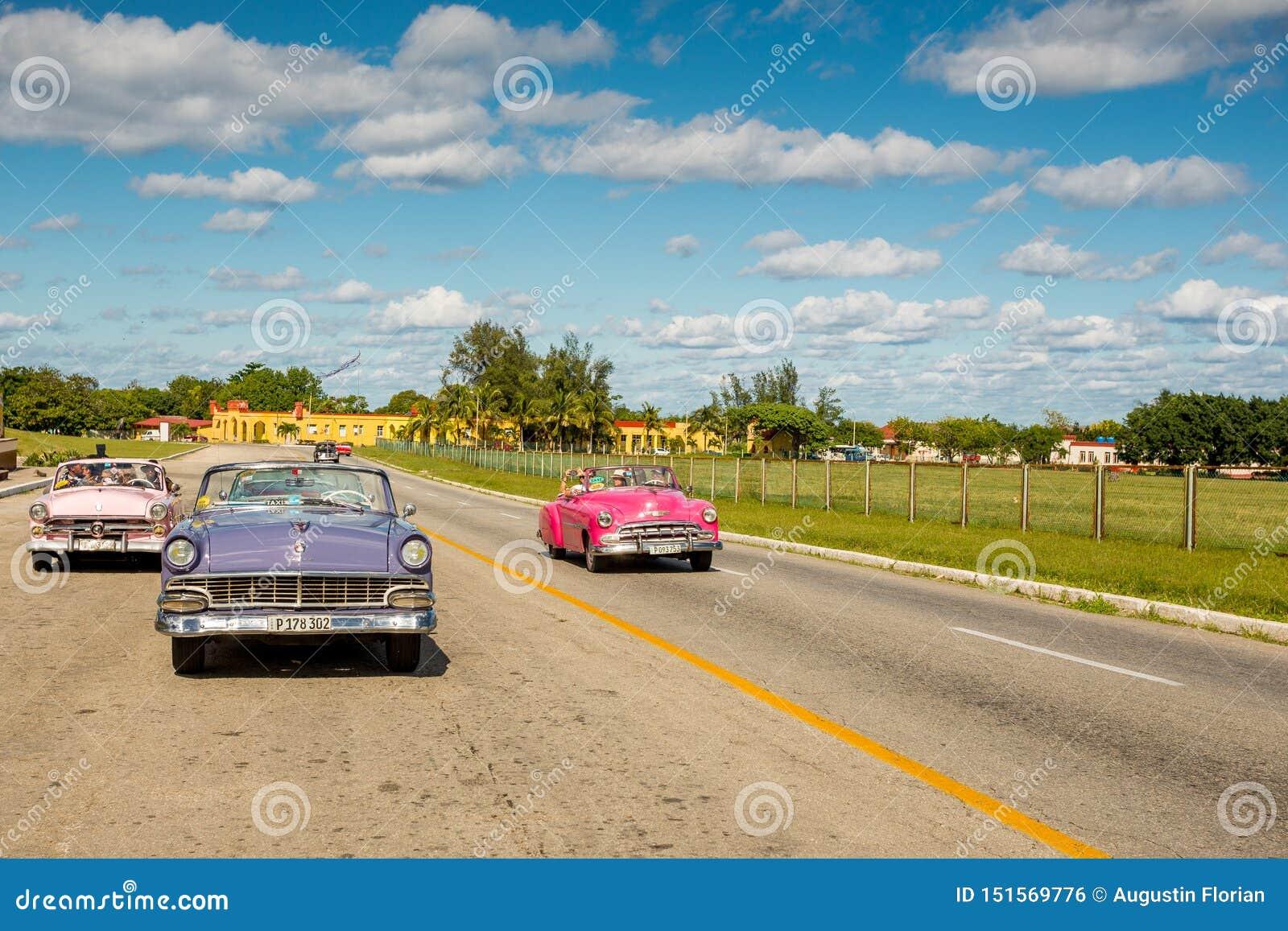 La Havane, Cuba - 29 novembre 2017 : Touriste classique d entraînement de voitures