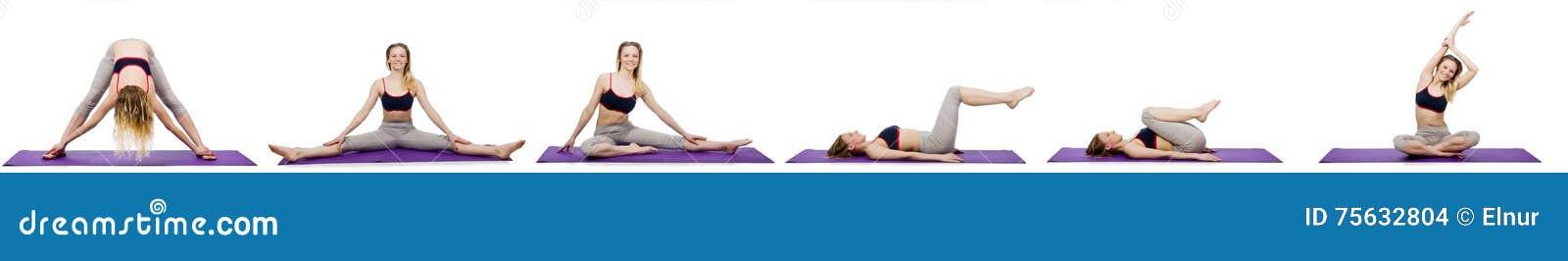 La hembra joven que hace ejercicios en blanco