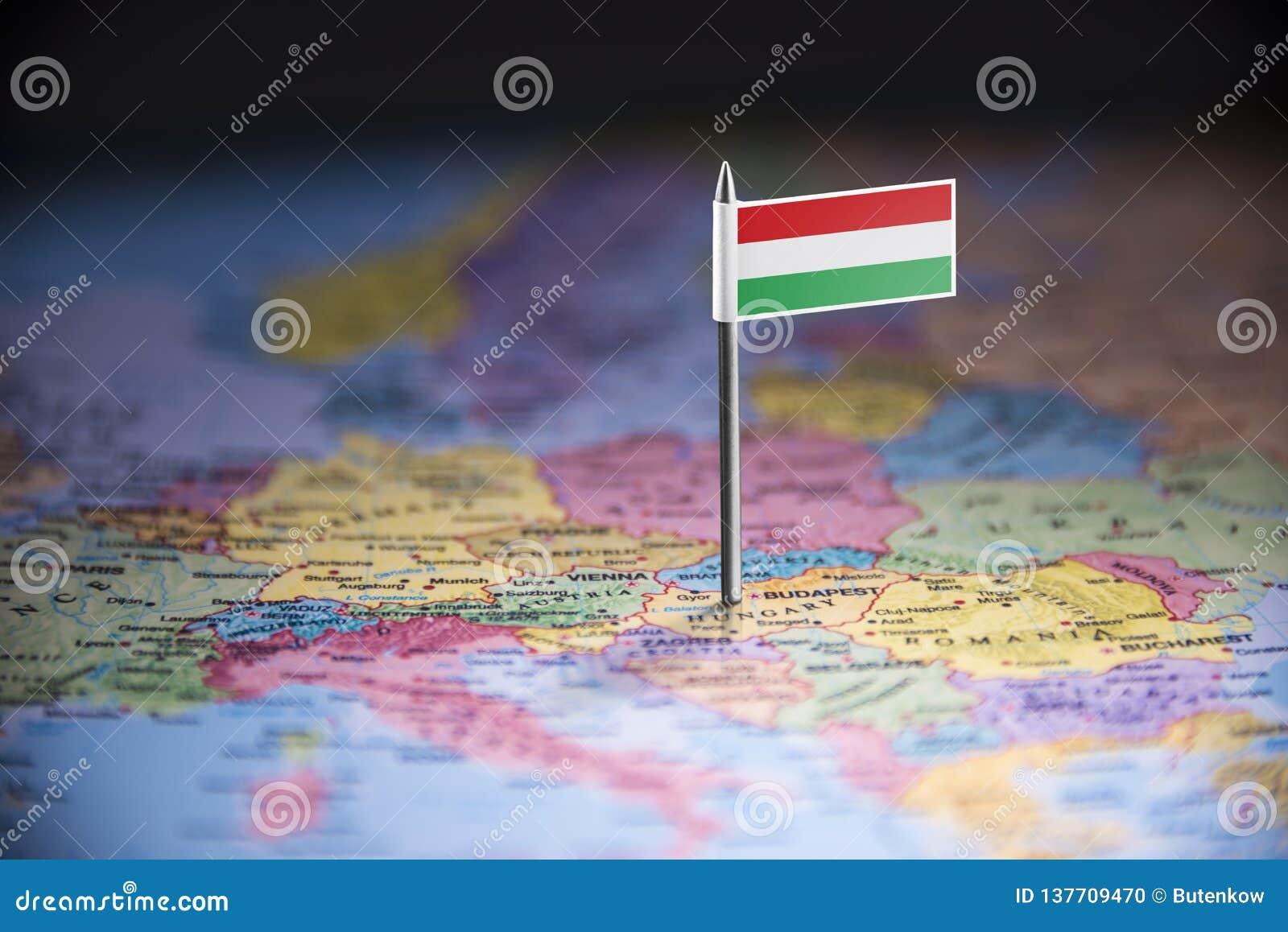 La Hongrie a identifié par un drapeau sur la carte