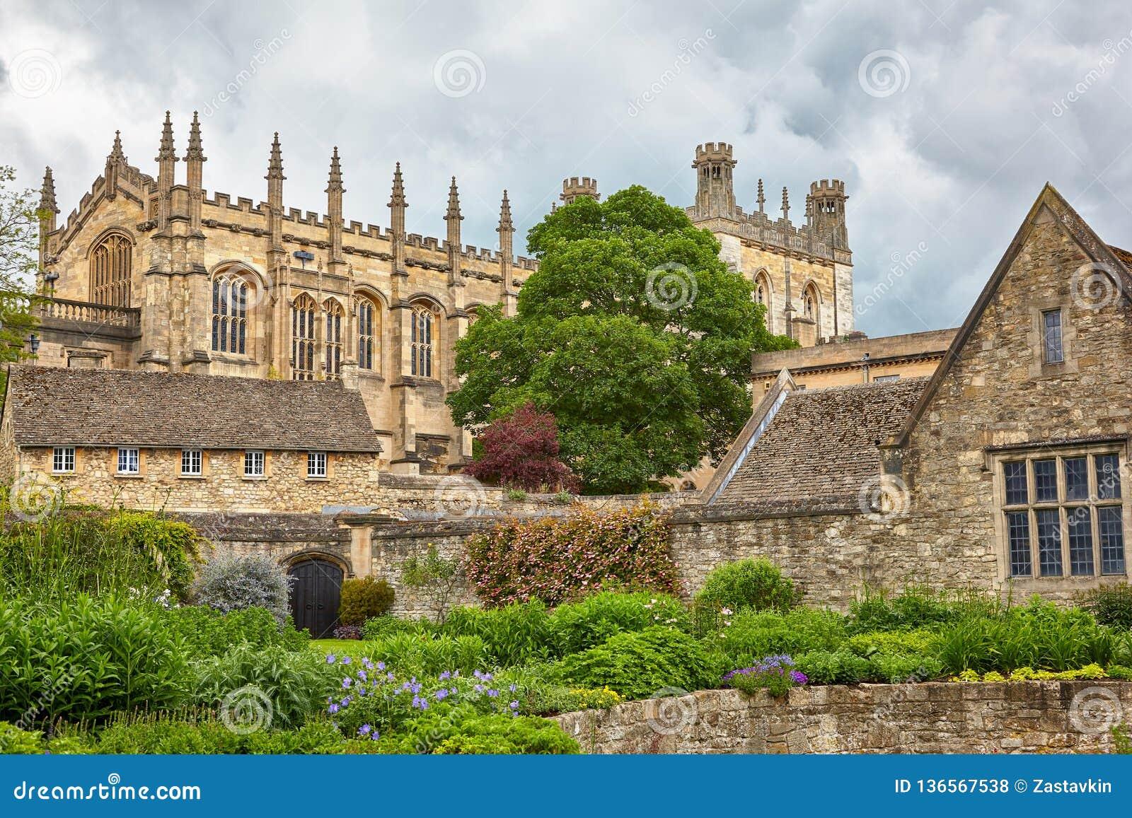 La iglesia de Cristo según lo visto de los jardines conmemorativos Universidad de Oxford inglaterra