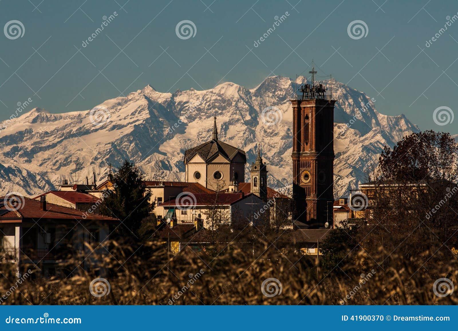 La iglesia y Monte Rosa