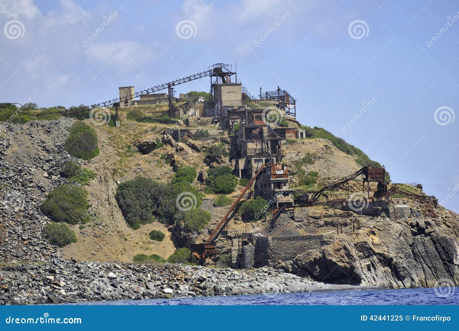 La isla de Elba abandonó la mina del hierro