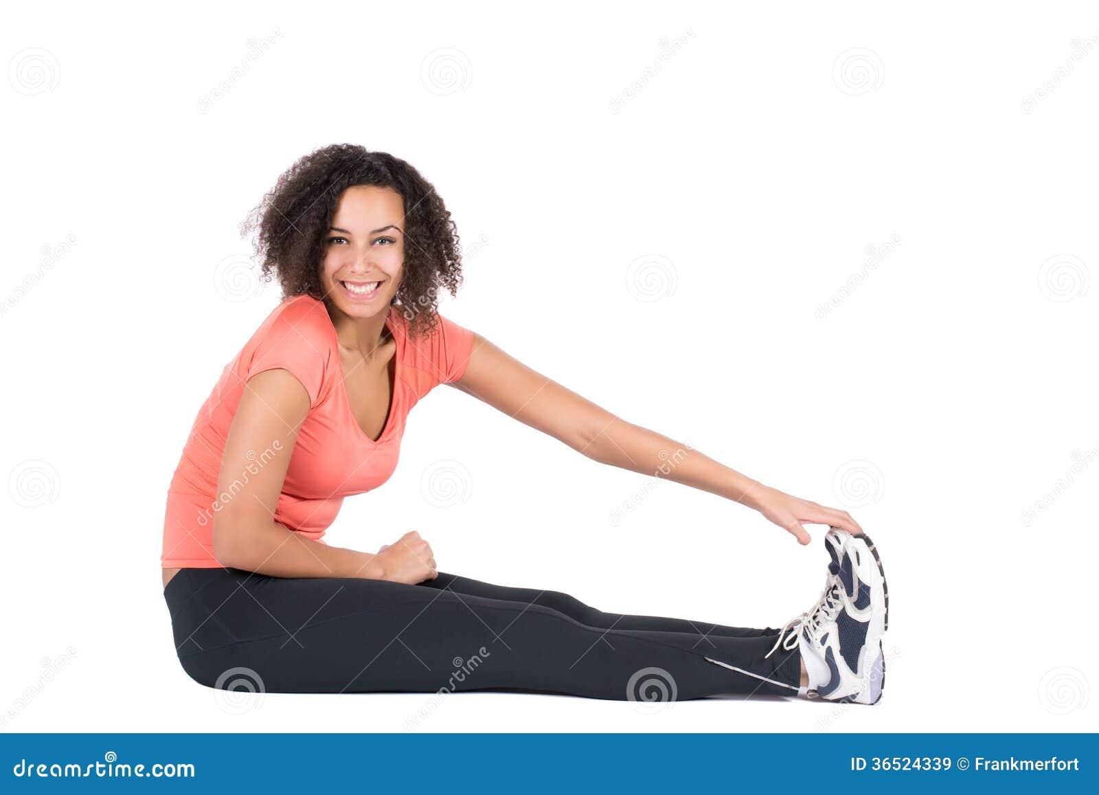 La jeune femme étire sa musculature
