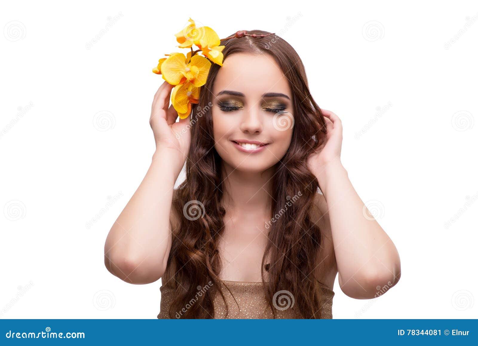 La jeune femme avec la fleur d orchidée d isolement sur le blanc