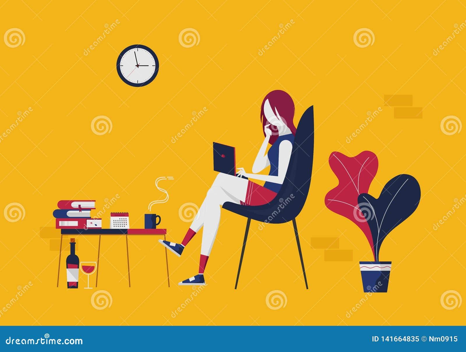 La jeune femme avec un ordinateur portable communique par les réseaux sociaux