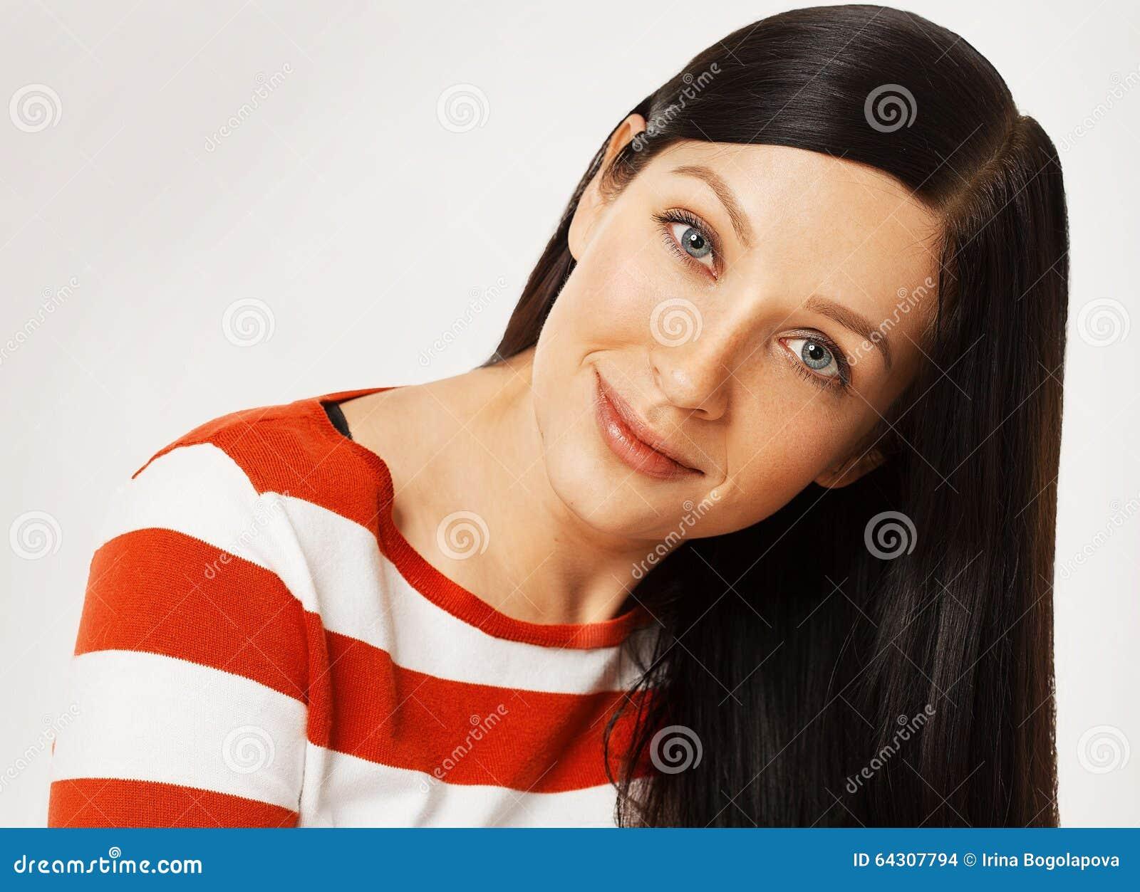 la jeune femme de mode barre le tenue professionnelle d contract e de v tements posant sur le. Black Bedroom Furniture Sets. Home Design Ideas