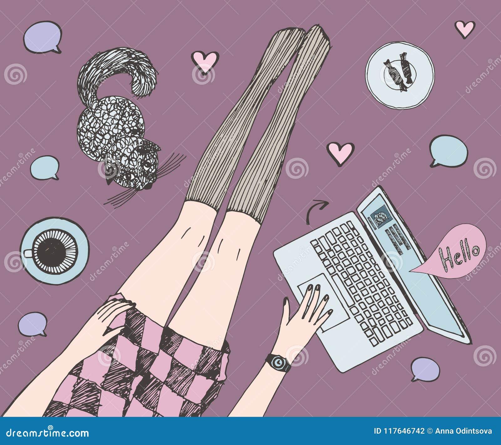 La jeune jolie femme avec le chat cause en ligne Les longues belles jambes dans les bas et le short s habillent Coloré tiré par l