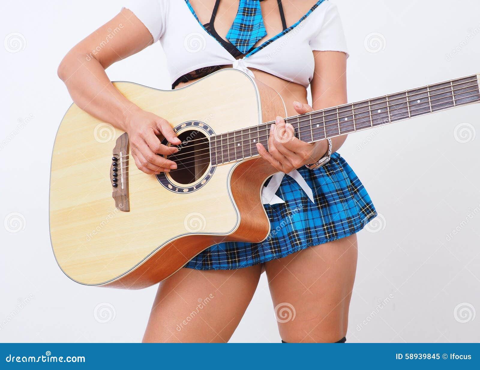 79c52c96a97ee5 La Jupe Micro De Femme Sexy Joue La Guitare Image stock - Image du ...