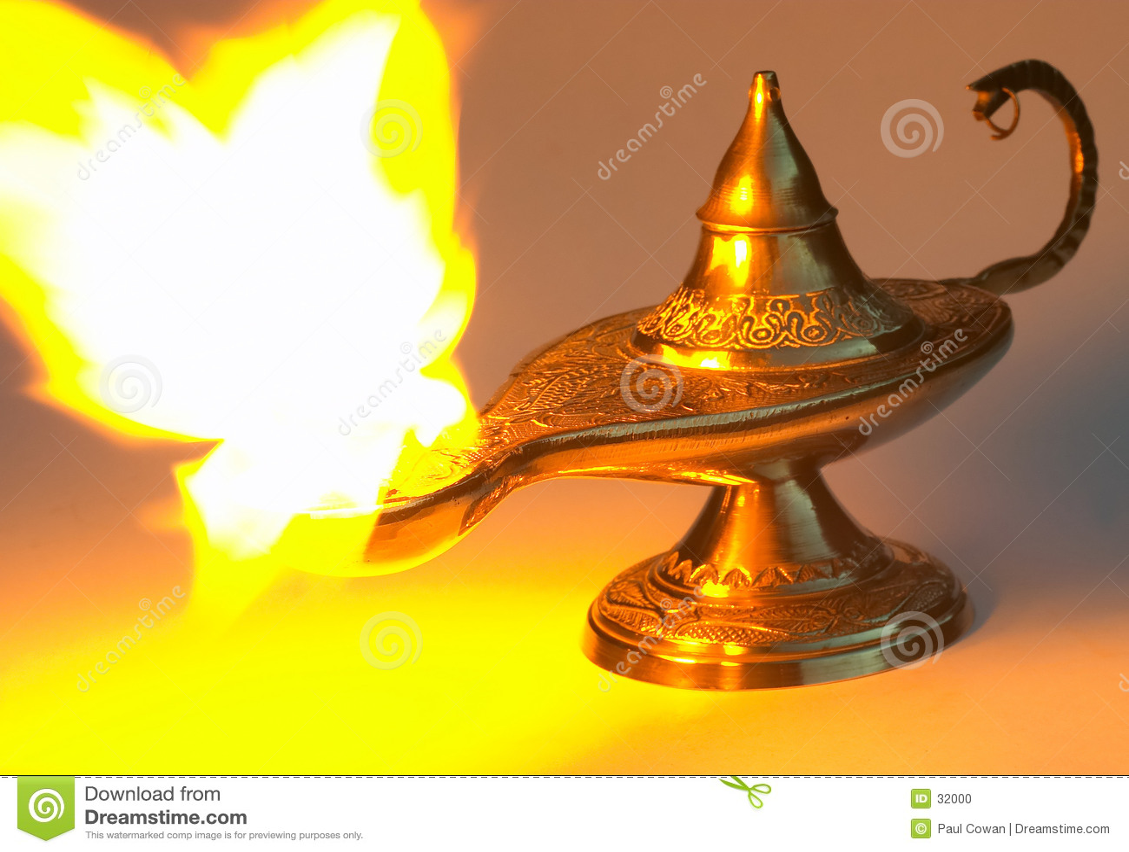 Download La Lámpara De Aladdin - Amarillee La Versión Foto de archivo - Imagen de bahrein, aventura: 32000