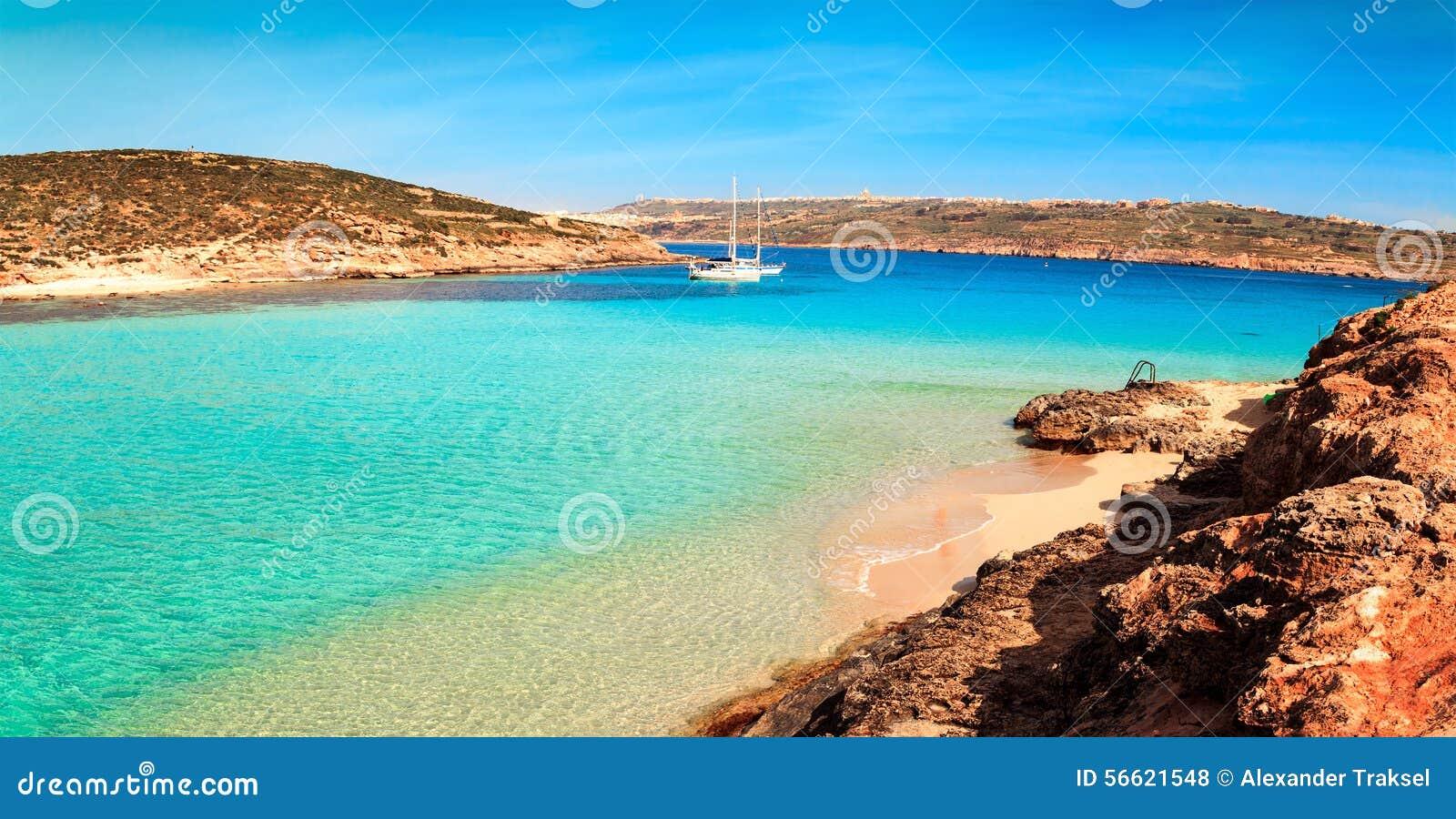 La laguna blu sull 39 isola di comino malta gozov fotografia for Alexander isola