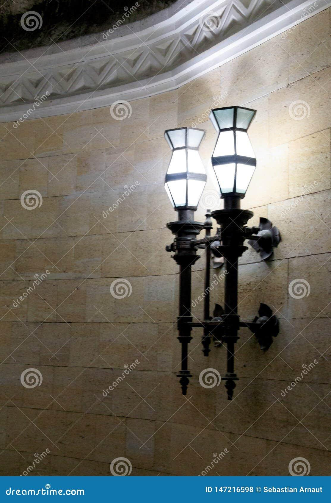 La lampe dans la cave