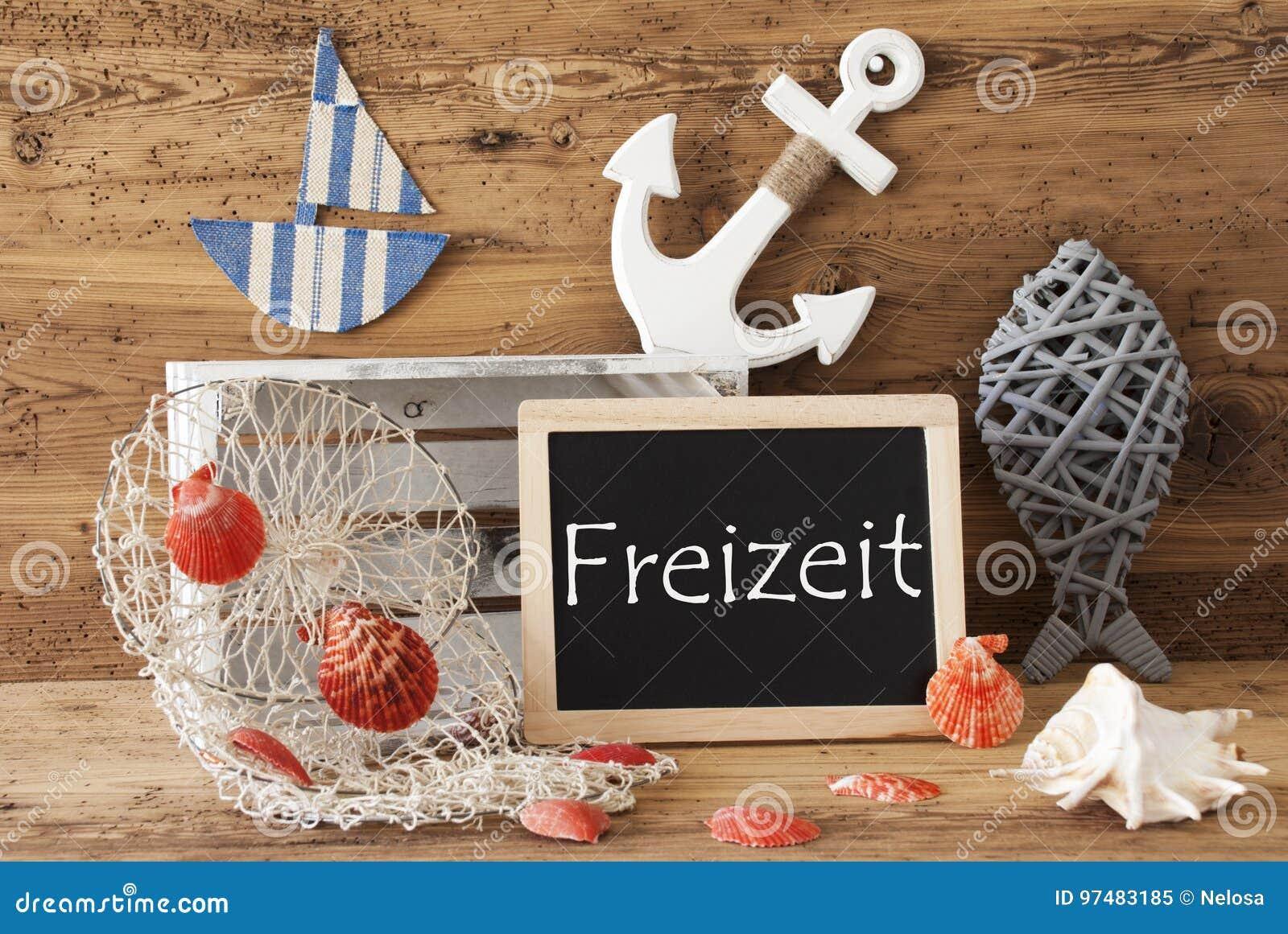 La lavagna con la decorazione dell estate, Freizeit significa il tempo libero