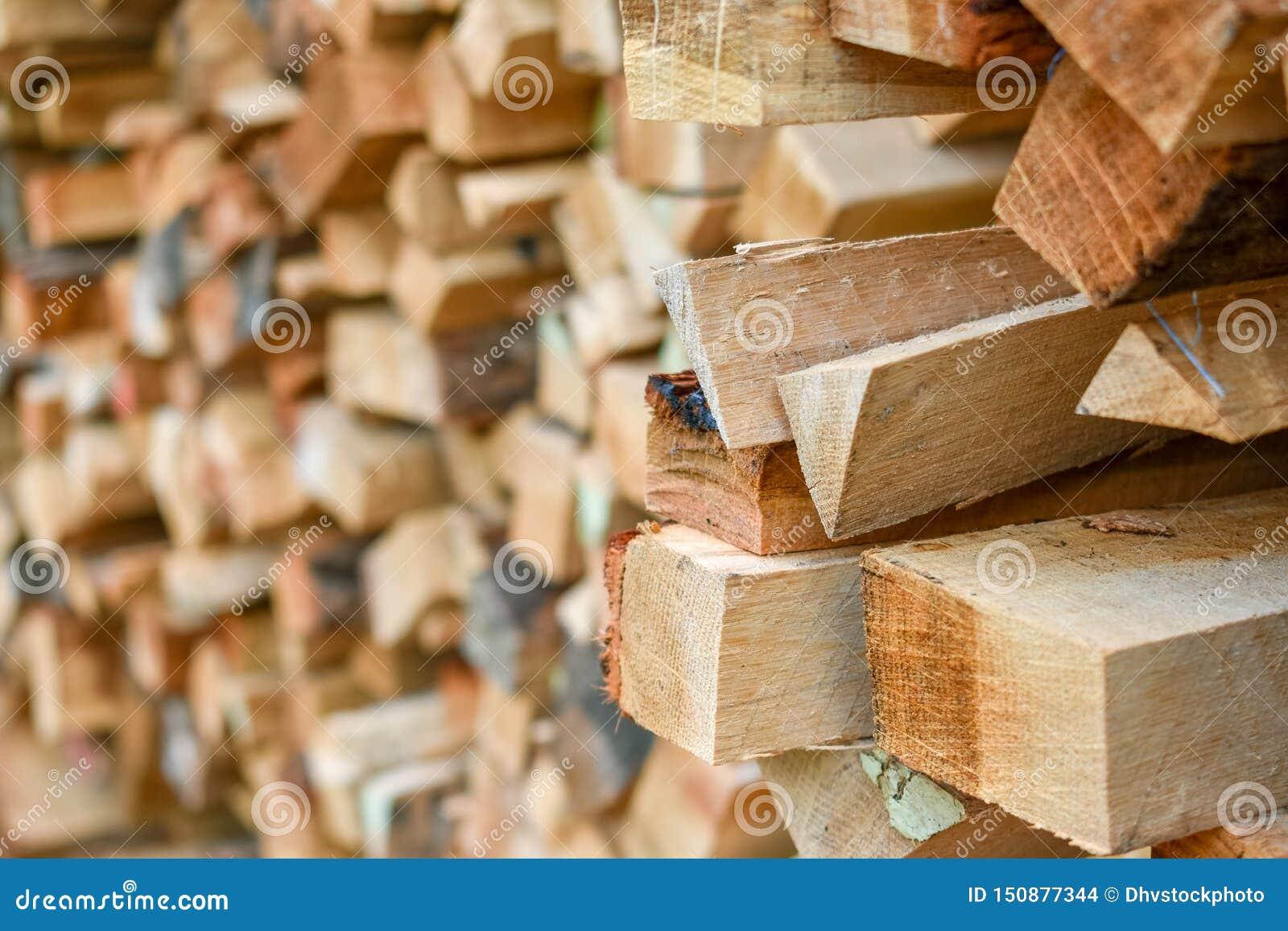 La legna da ardere attacca il fondo del mucchio