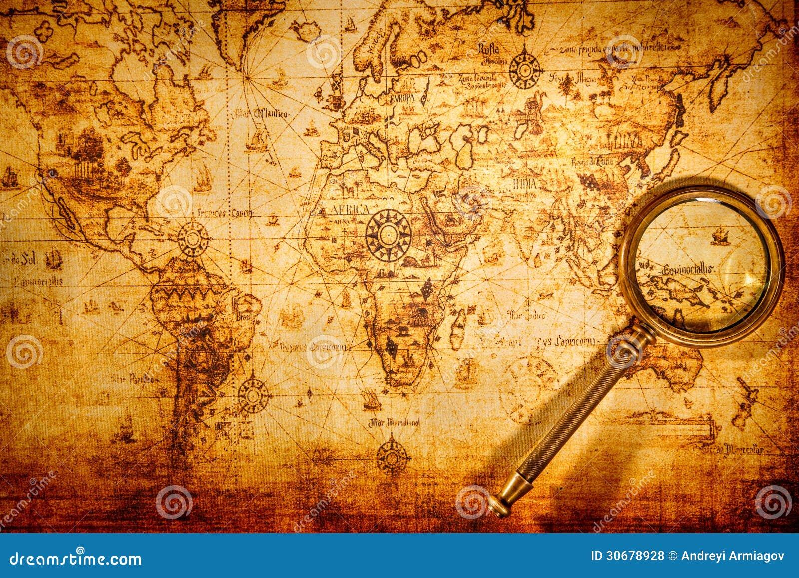 La Lente D Ingrandimento D Annata Si Trova Su Una Mappa Di