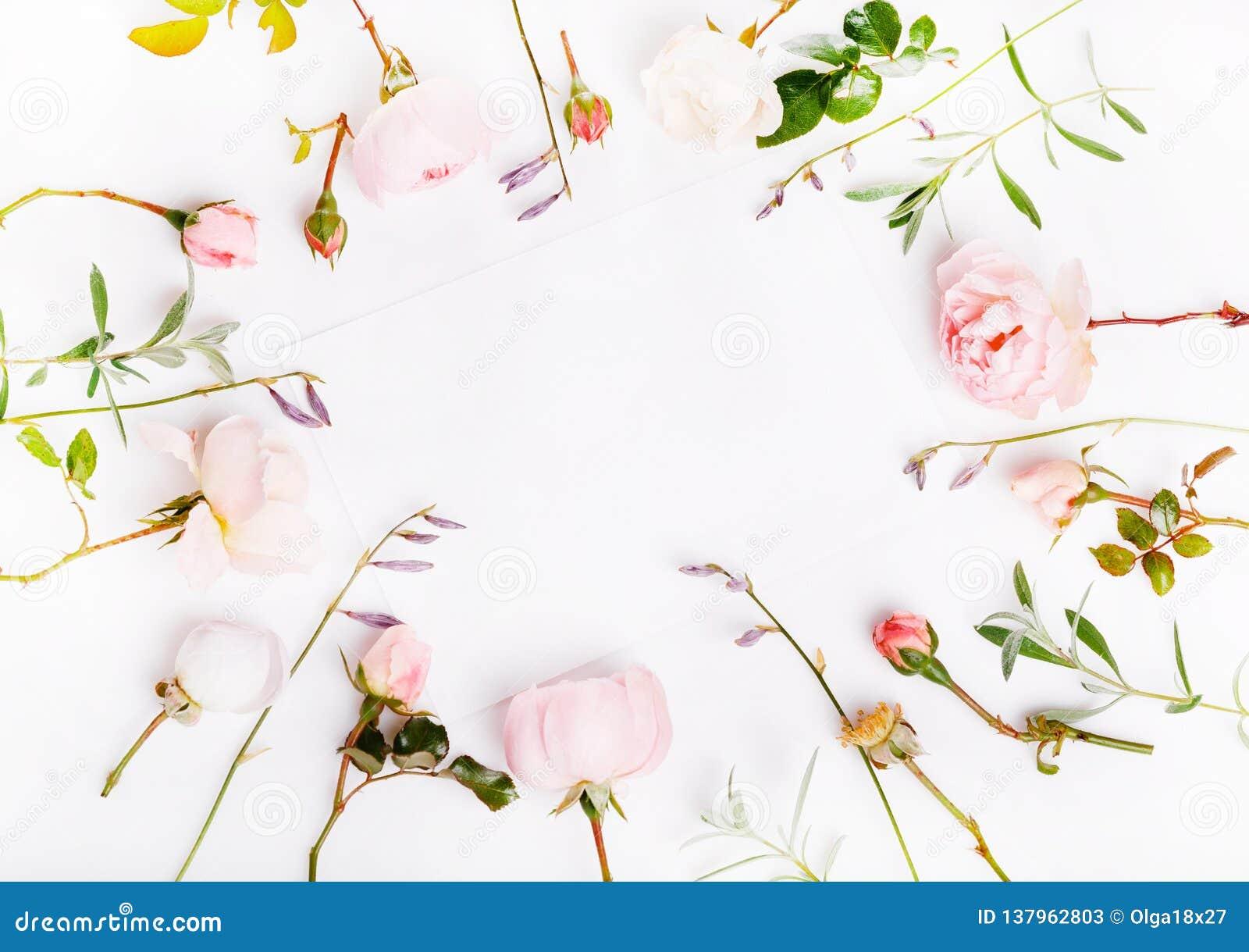 La Lettre L Enveloppe Blanche Sur Le Fond Blanc Avec L Anglais Rose A Monte Cartes D Invitation Ou Lettre D Amour Anniversaire Image Stock Image Du Avec Enveloppe 137962803