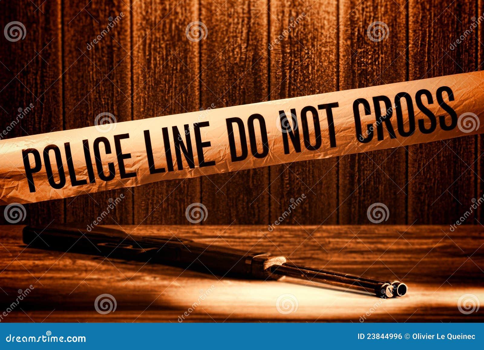La ligne de police ne croisent pas la bande de scène du crime de meurtre