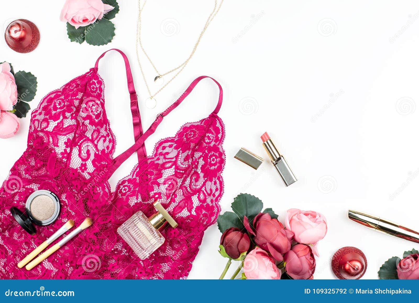 5453aea7b16f La Lingerie Rouge De Dentelle De Femme
