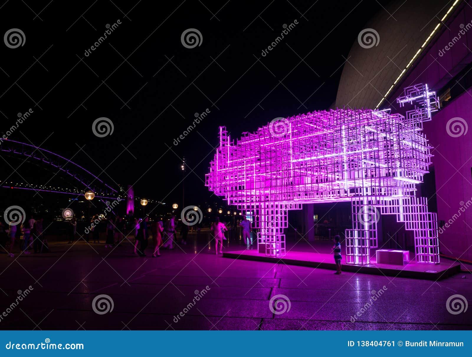 La linterna lunar 'que el cerdo 'es símbolo del zodiaco del cerdo será iluminada de oscuridad en Quay circular