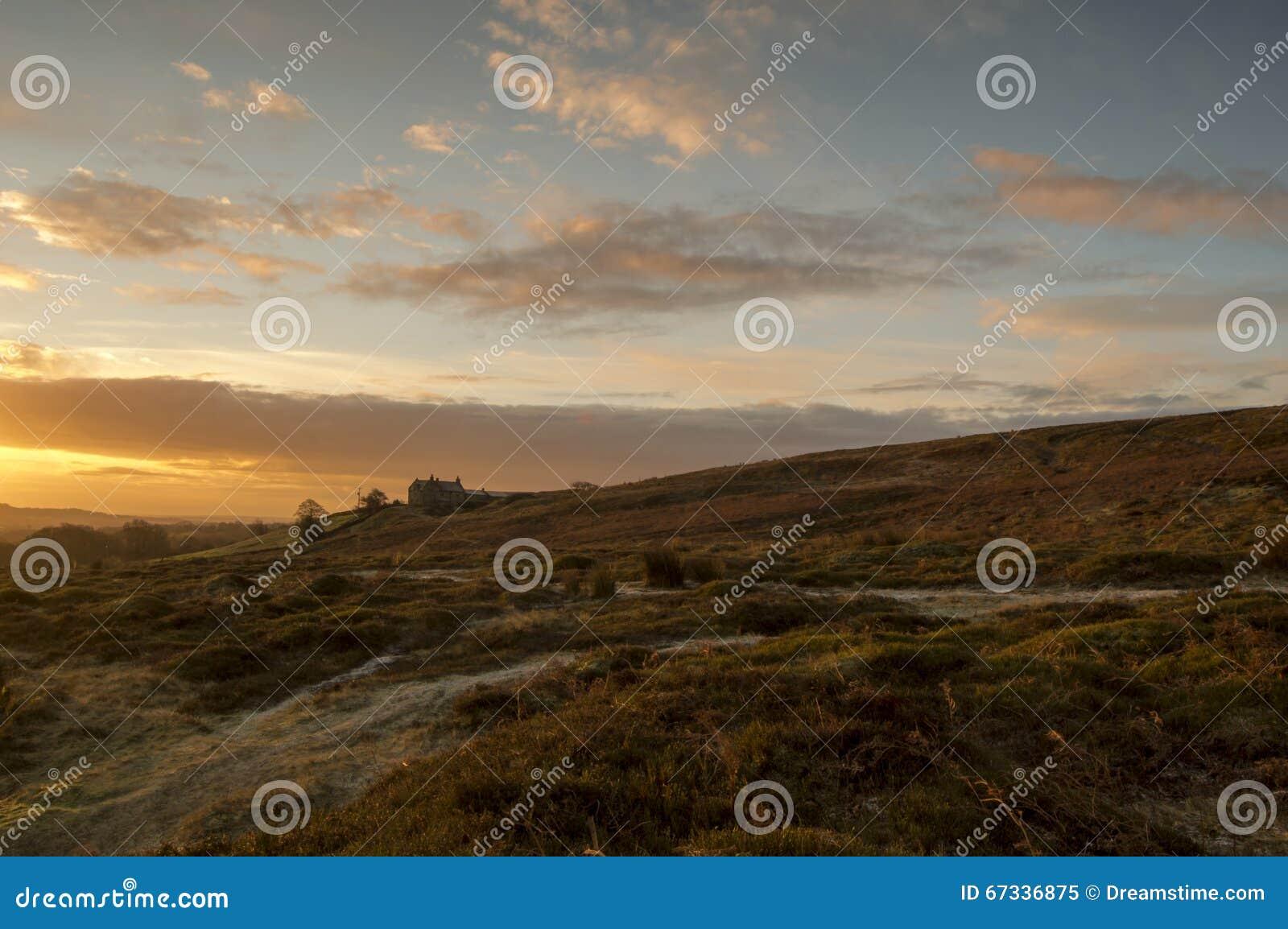 La loge de tir sur Ilkley amarrent au lever de soleil