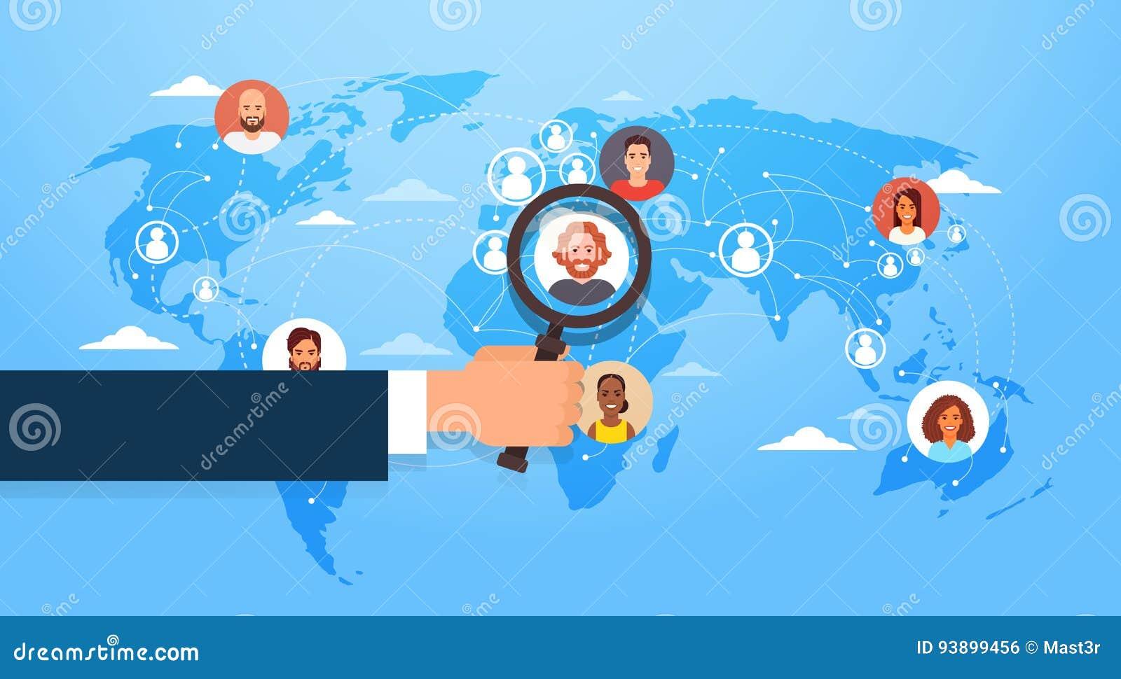 La lupa del control de la mano elige al candidato Job Position Business People para emplear sobre mapa del mundo