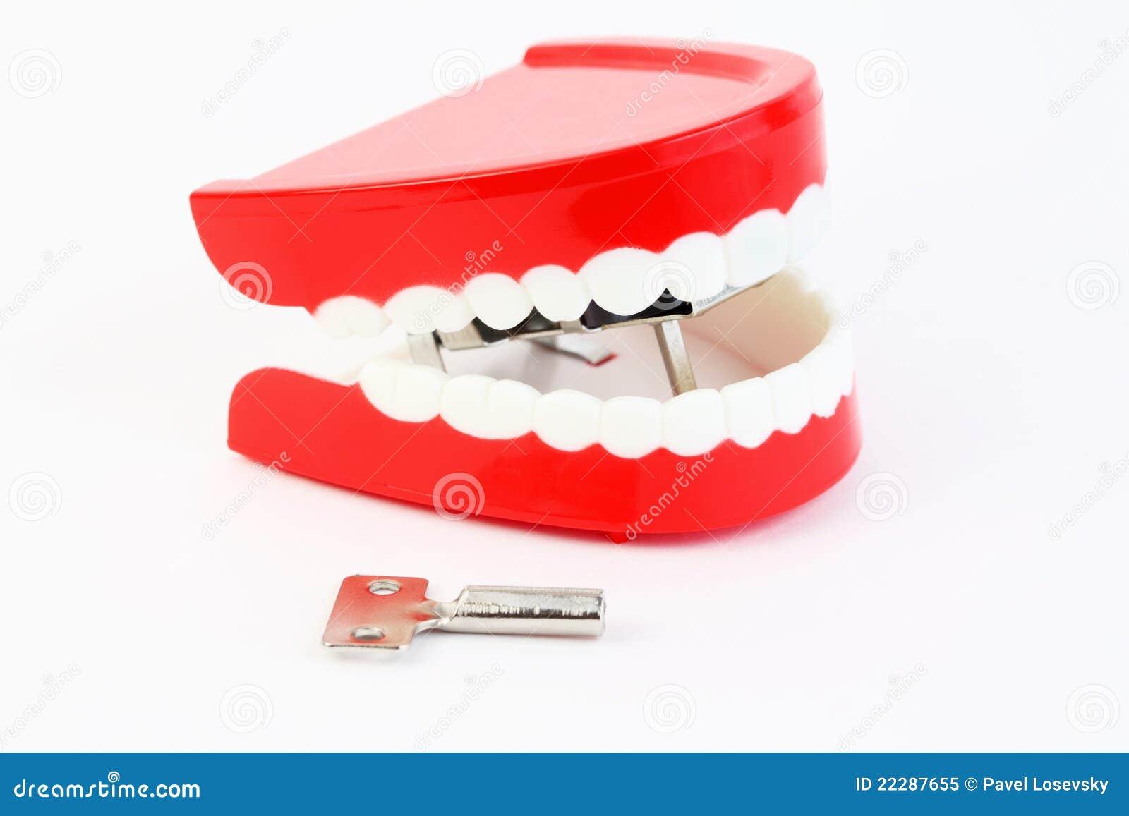 La mâchoire de jouet avec des dents a avalé le mécanisme