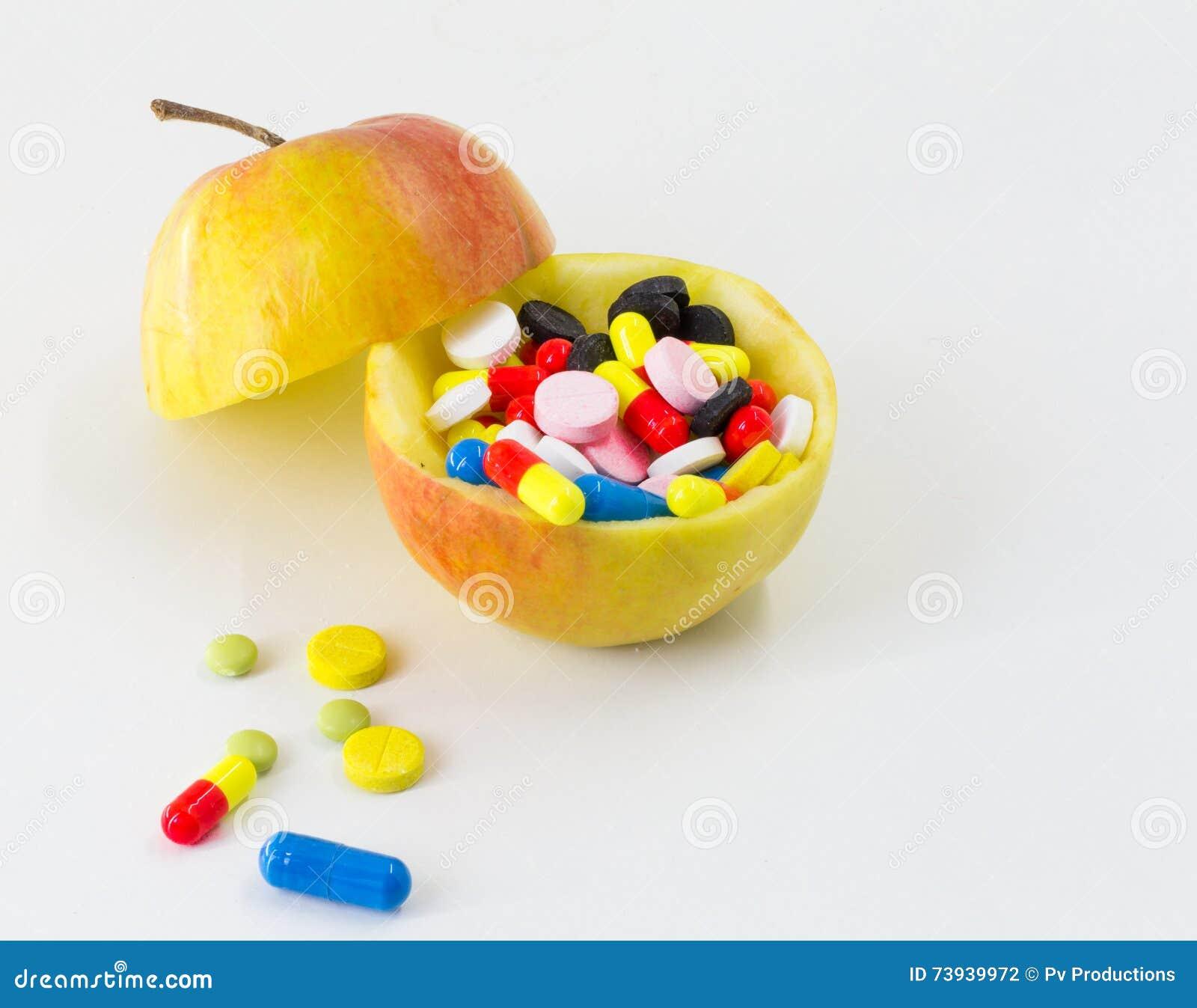 La médecine, pilules d une couleur différente porte des fruits sur le fond blanc, santé de drogues