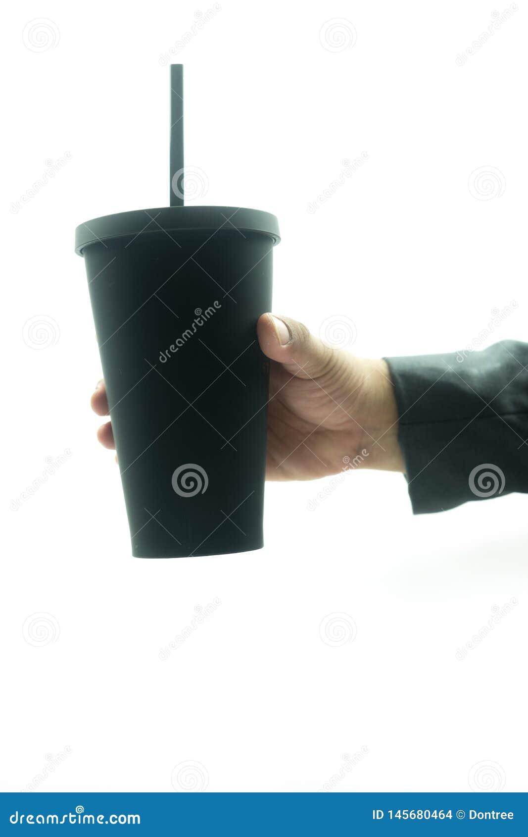 La main d homme d affaires gardent la tasse thermo noire