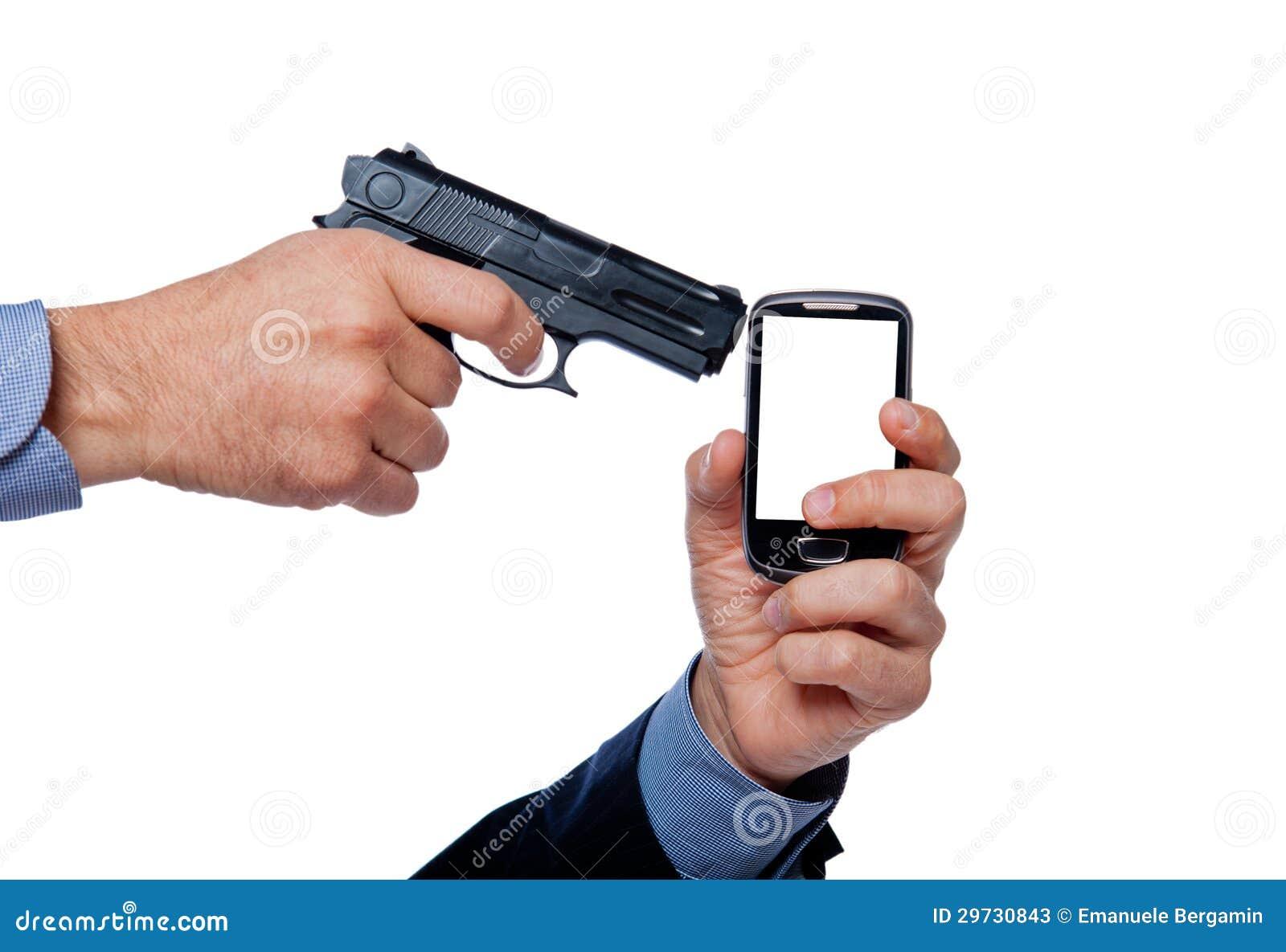 Main et téléphone cellulaire