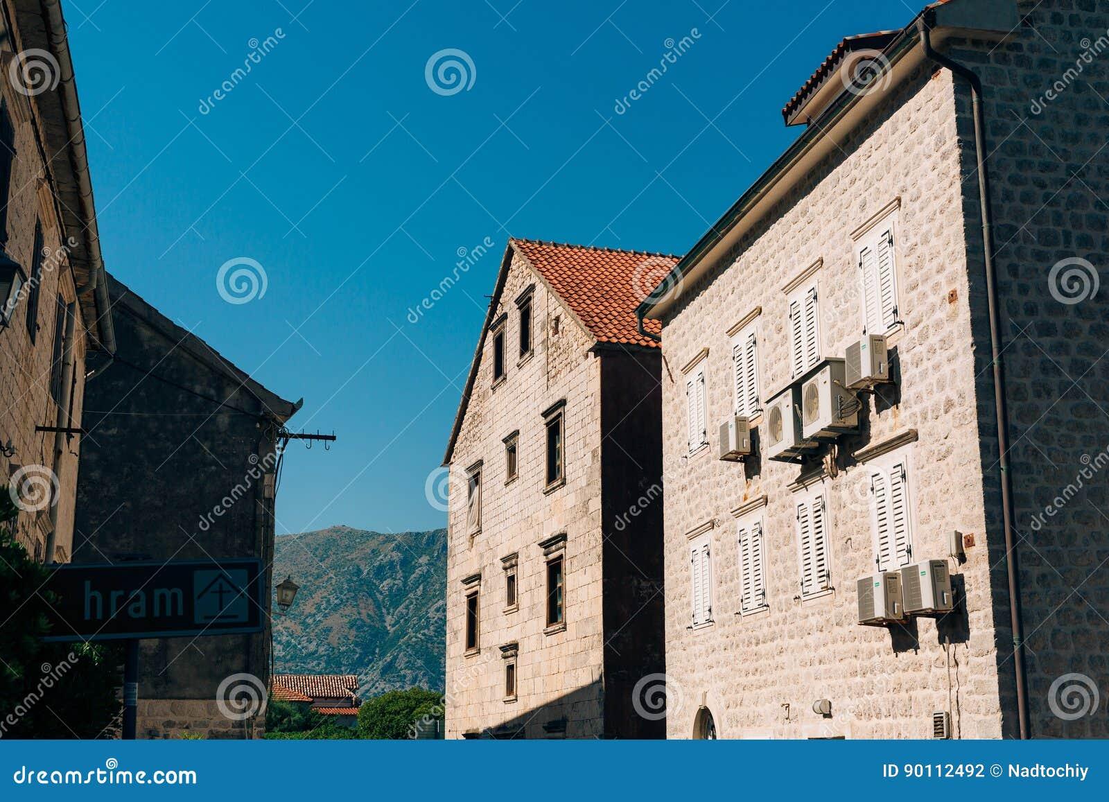 La maison avec le toit carrelé orange Chambres en Croatie et Monteneg