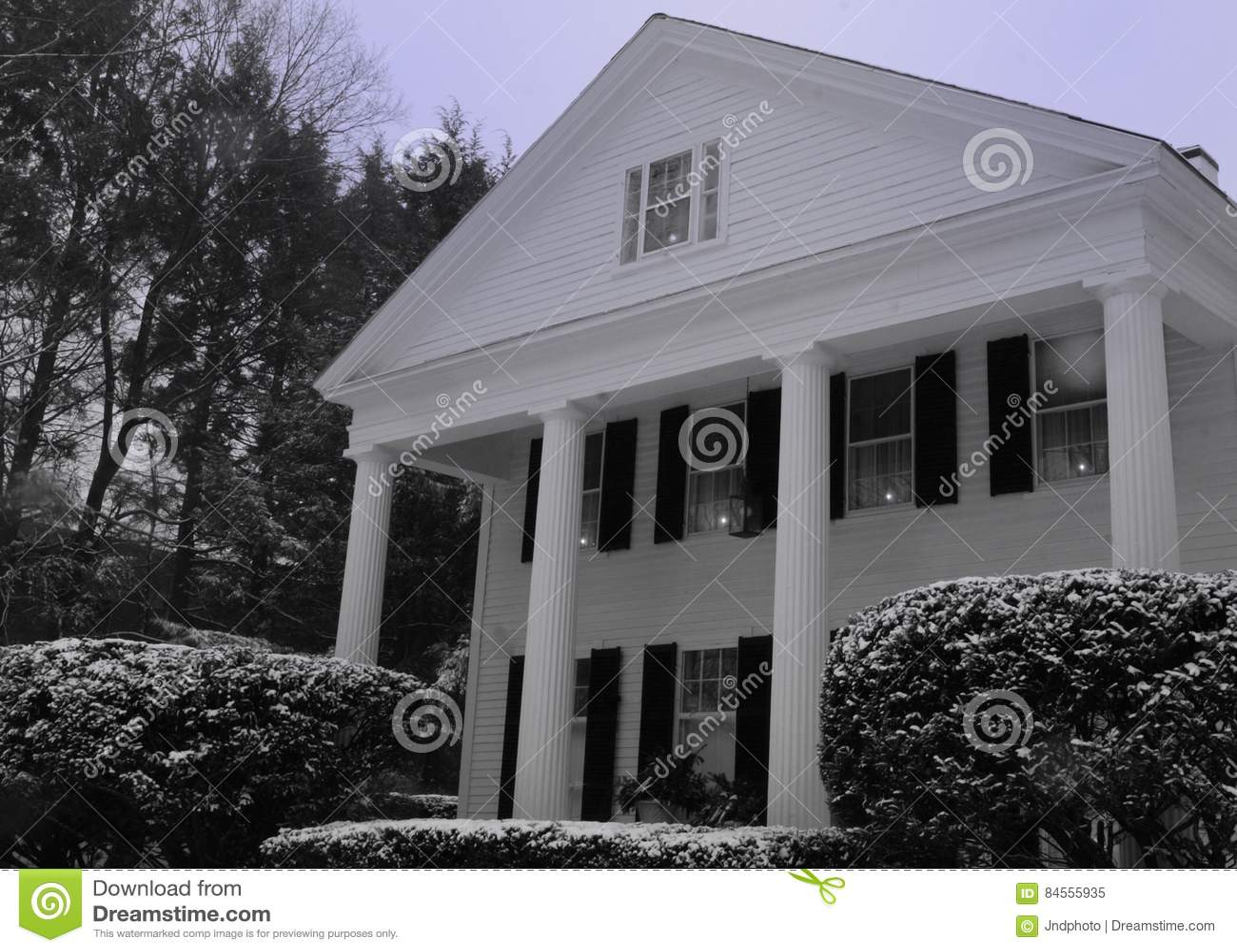 Style Nouvelle Angleterre la maison blanche de style de la nouvelle angleterre avec les