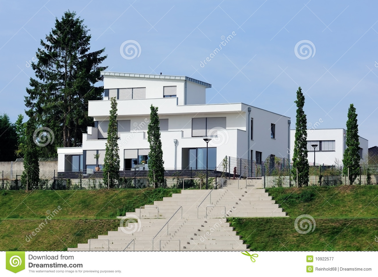 Photographie stock libre de droits modern white house image 10922577 for Maison moderne blanche