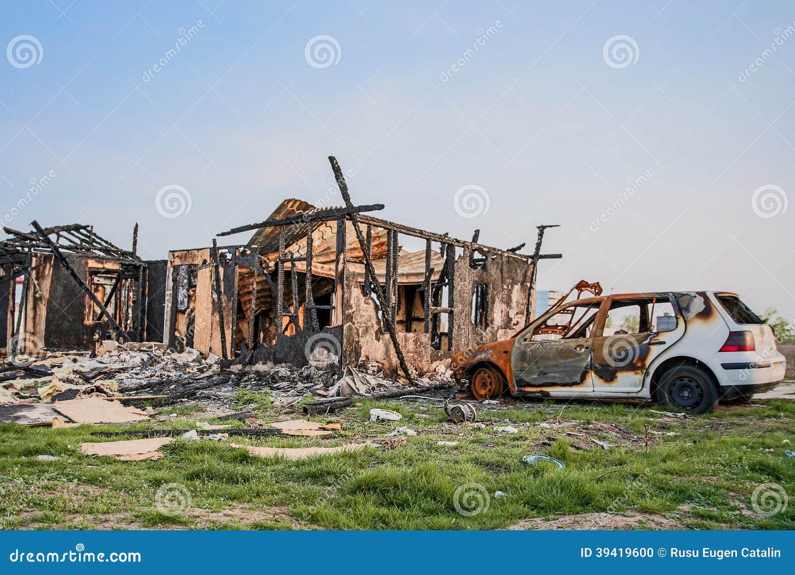 La maison loge l 39 assurance br l e par v hicules de voiture for Assurance de la maison
