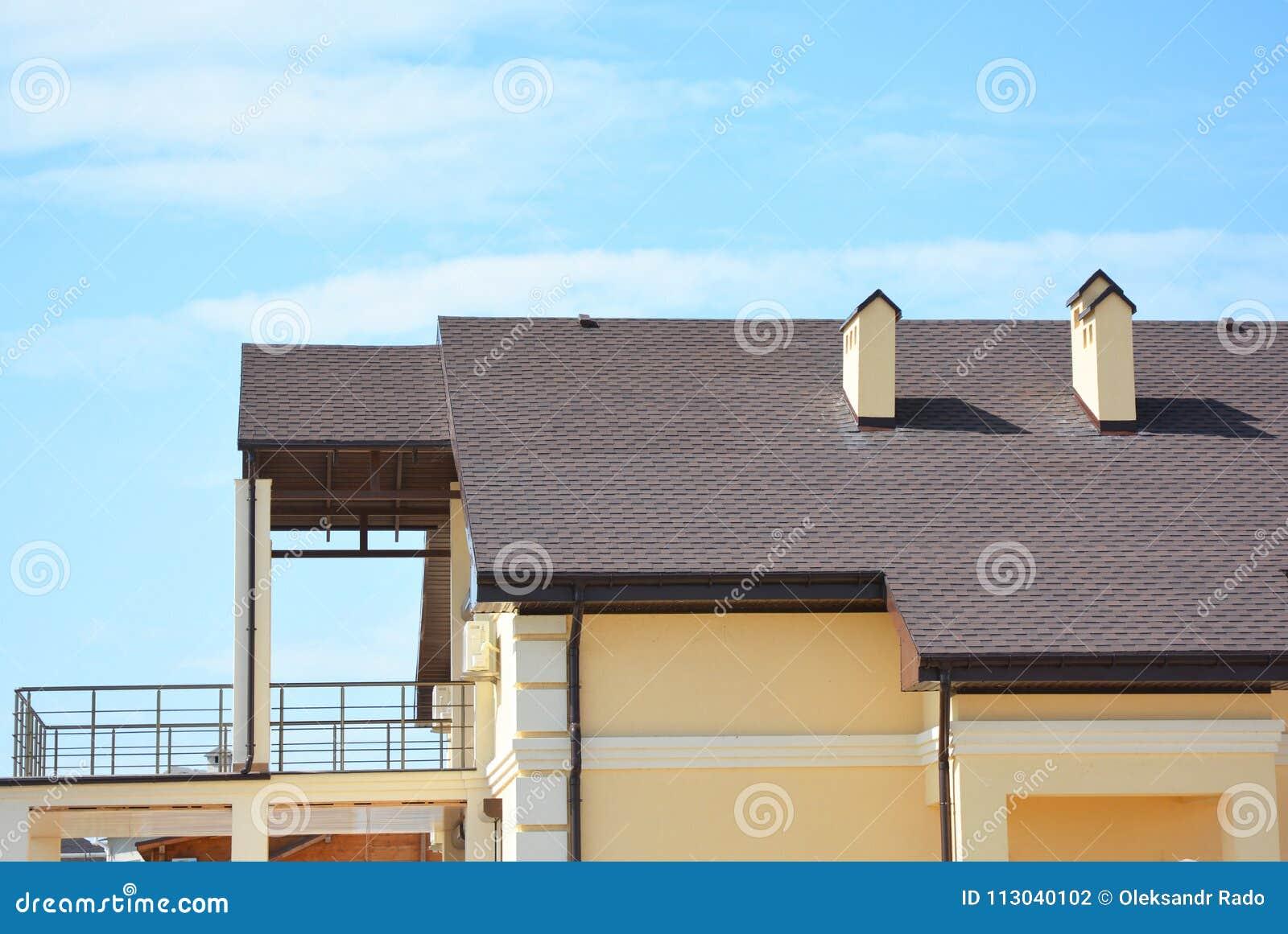 La Maison Moderne Avec La Terrasse De Balcon Systeme De Gouttiere