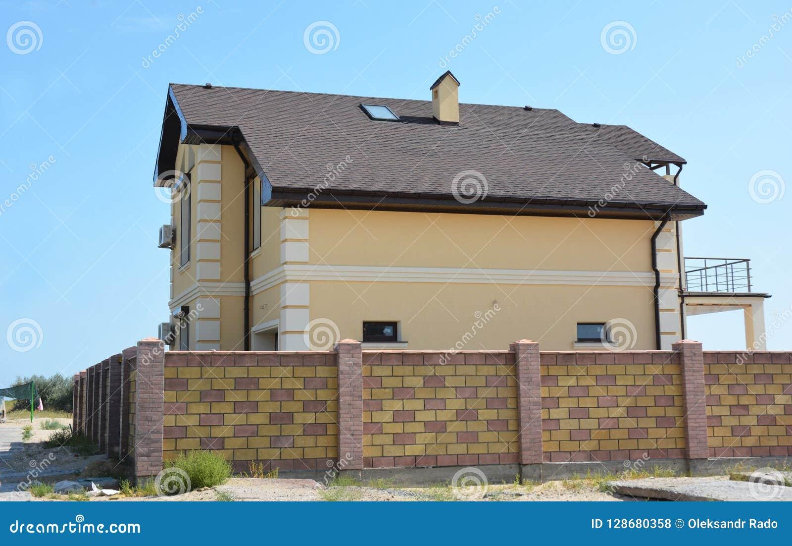 La Maison Moderne Avec La Terrasse De Balcon, Système De ...