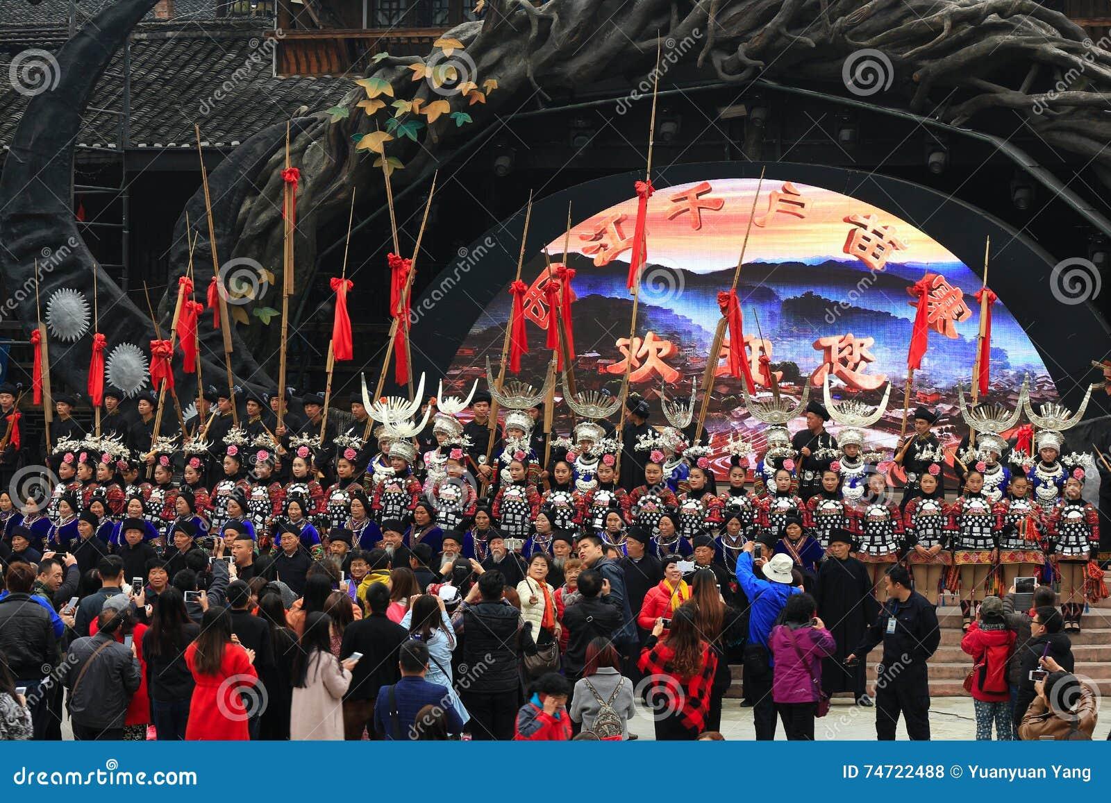 La manifestazione benvenuta nei mille villaggi XiJiang di miao