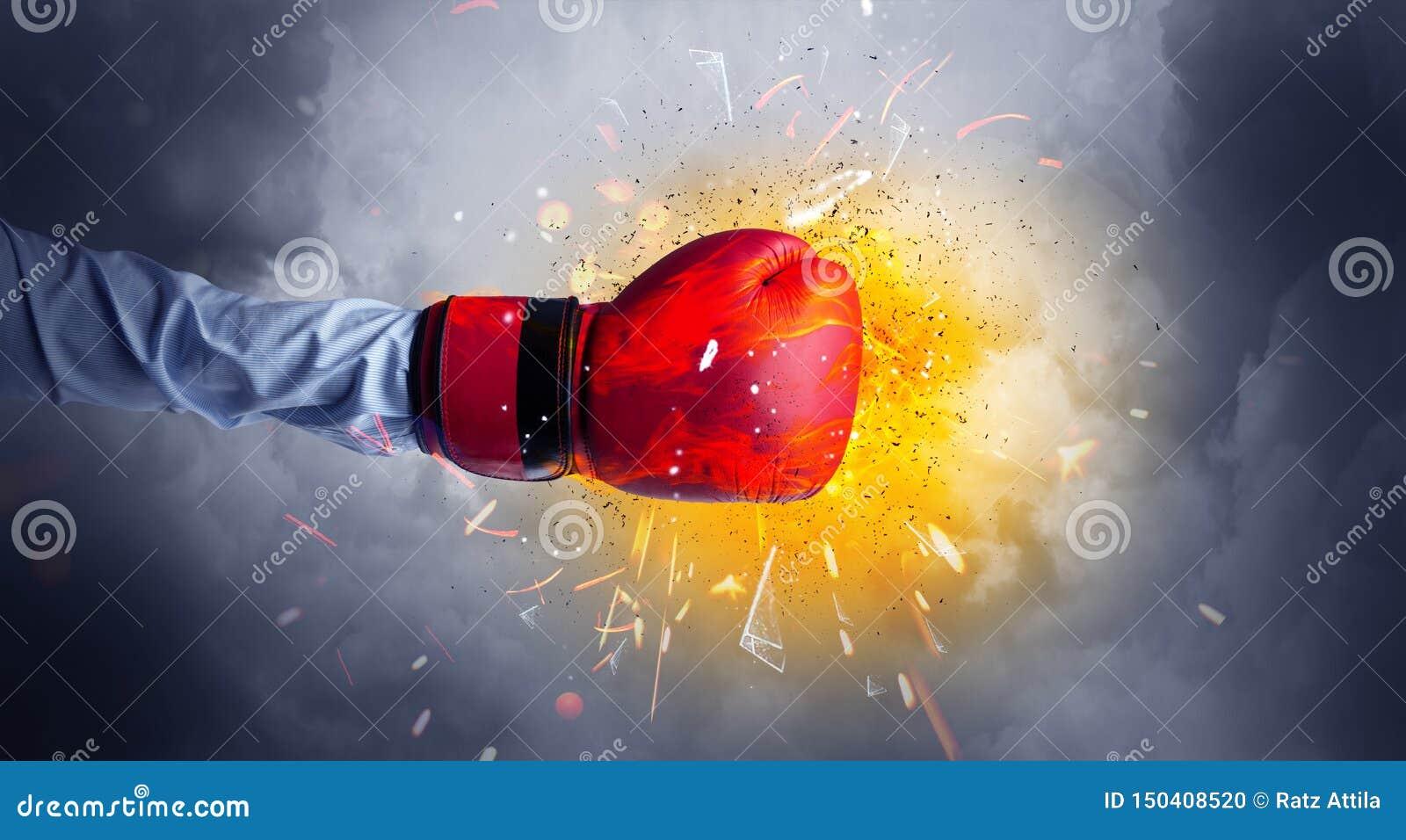La mano colpisce intenso e lo spazio esplode