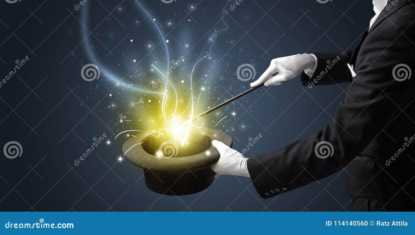 La mano del mago conjura milagro del cilindro