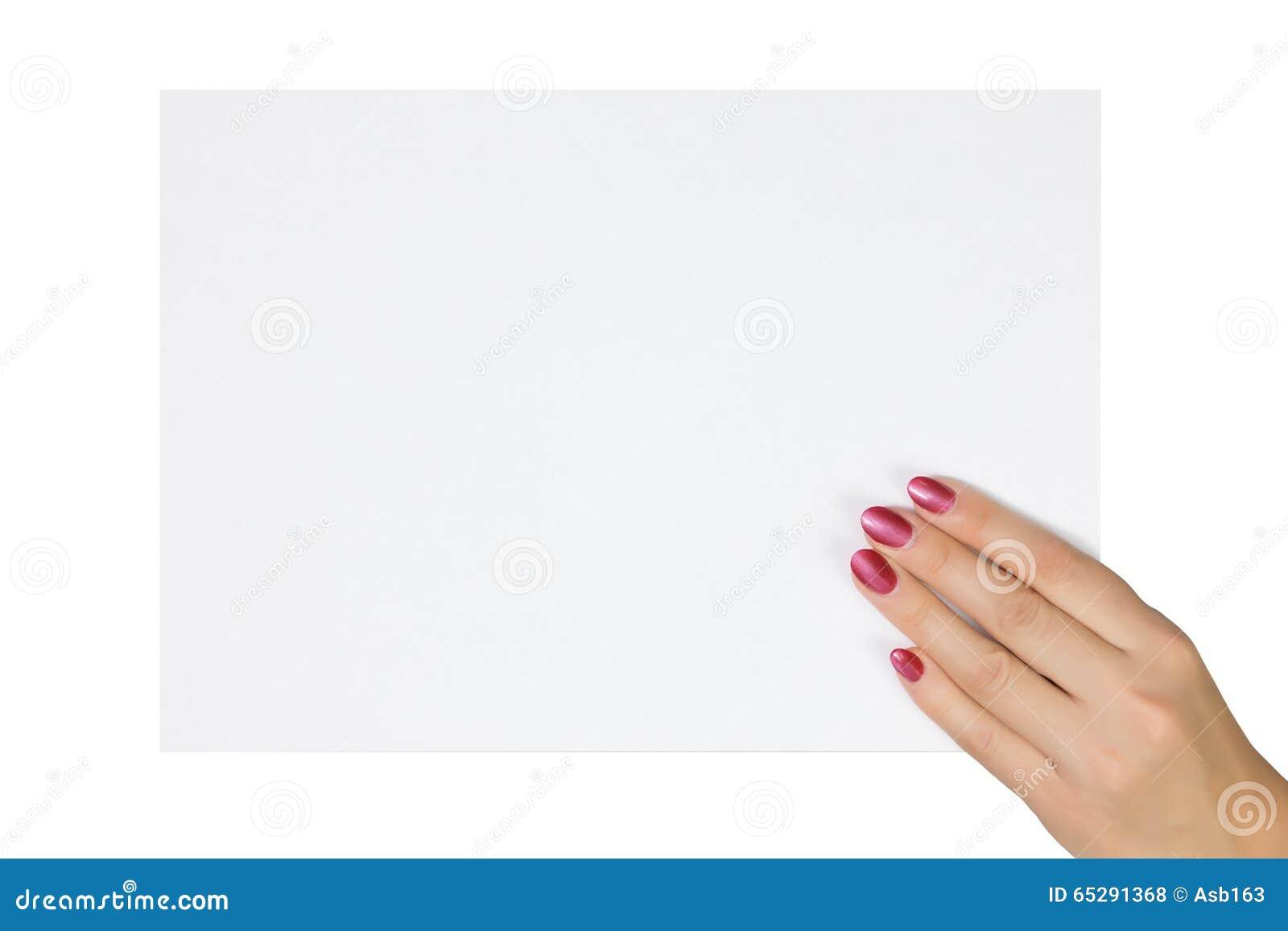 La mano della donna che tiene un foglio bianco di carta - Foglio laminato bianco ...