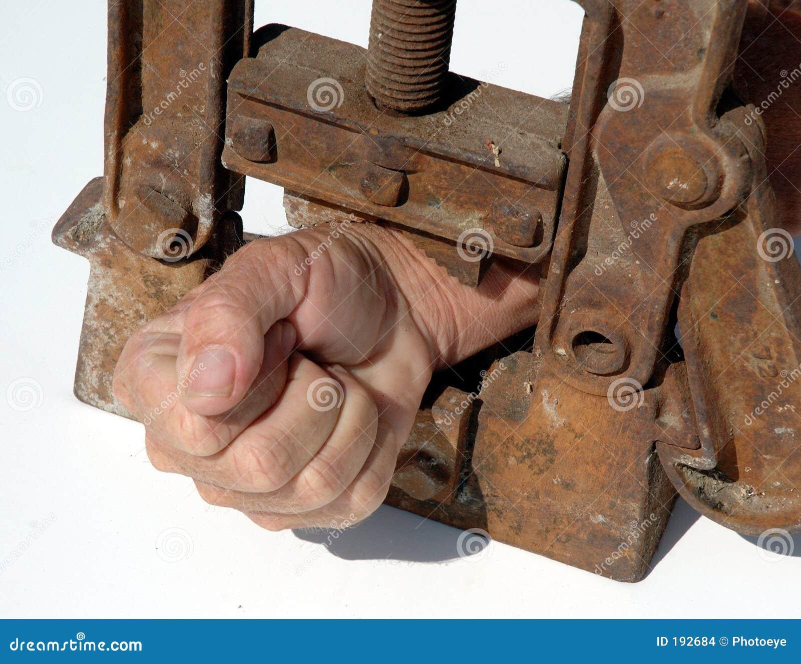 La mano embridó 2
