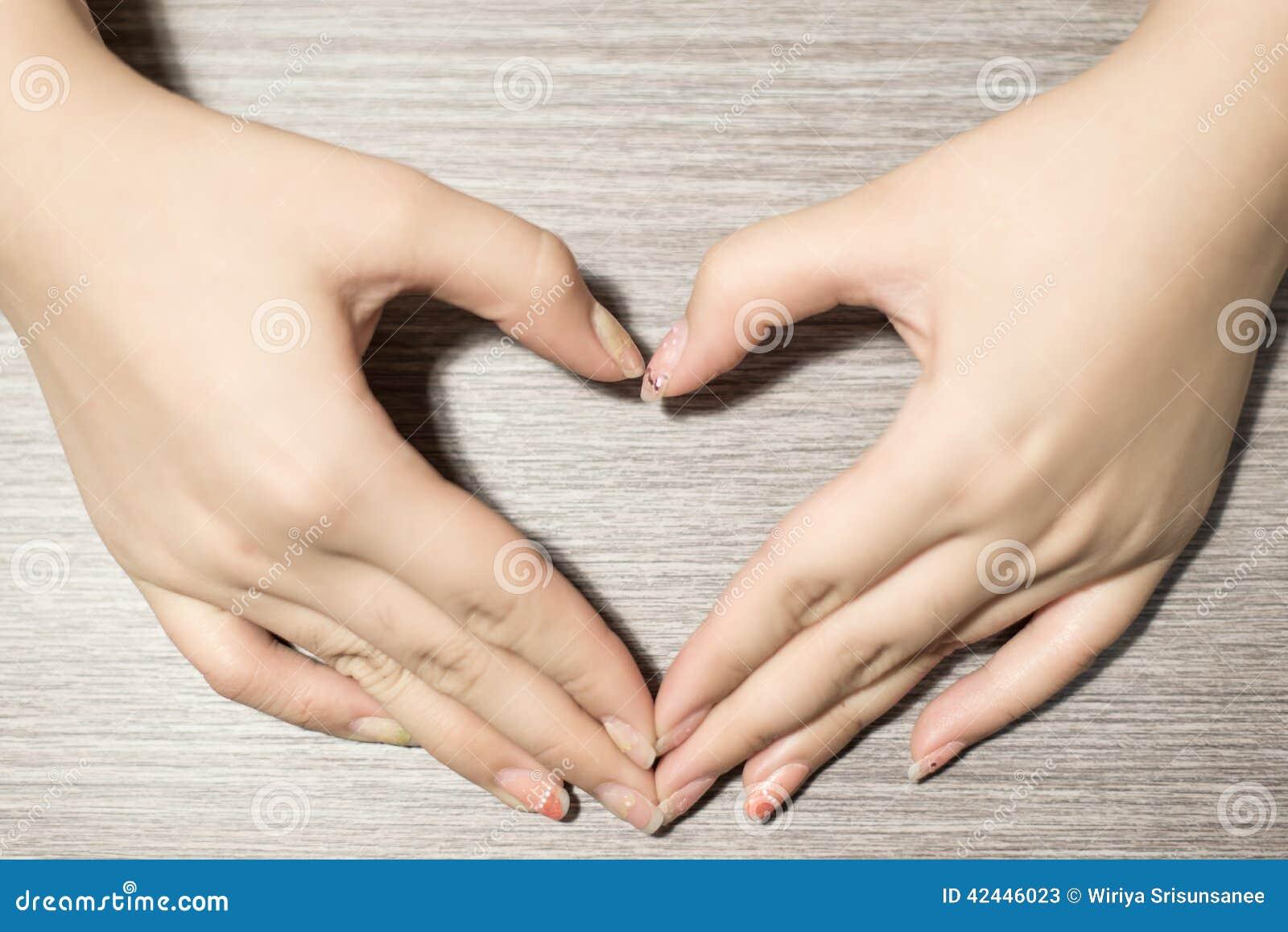 La mano hace un corazón