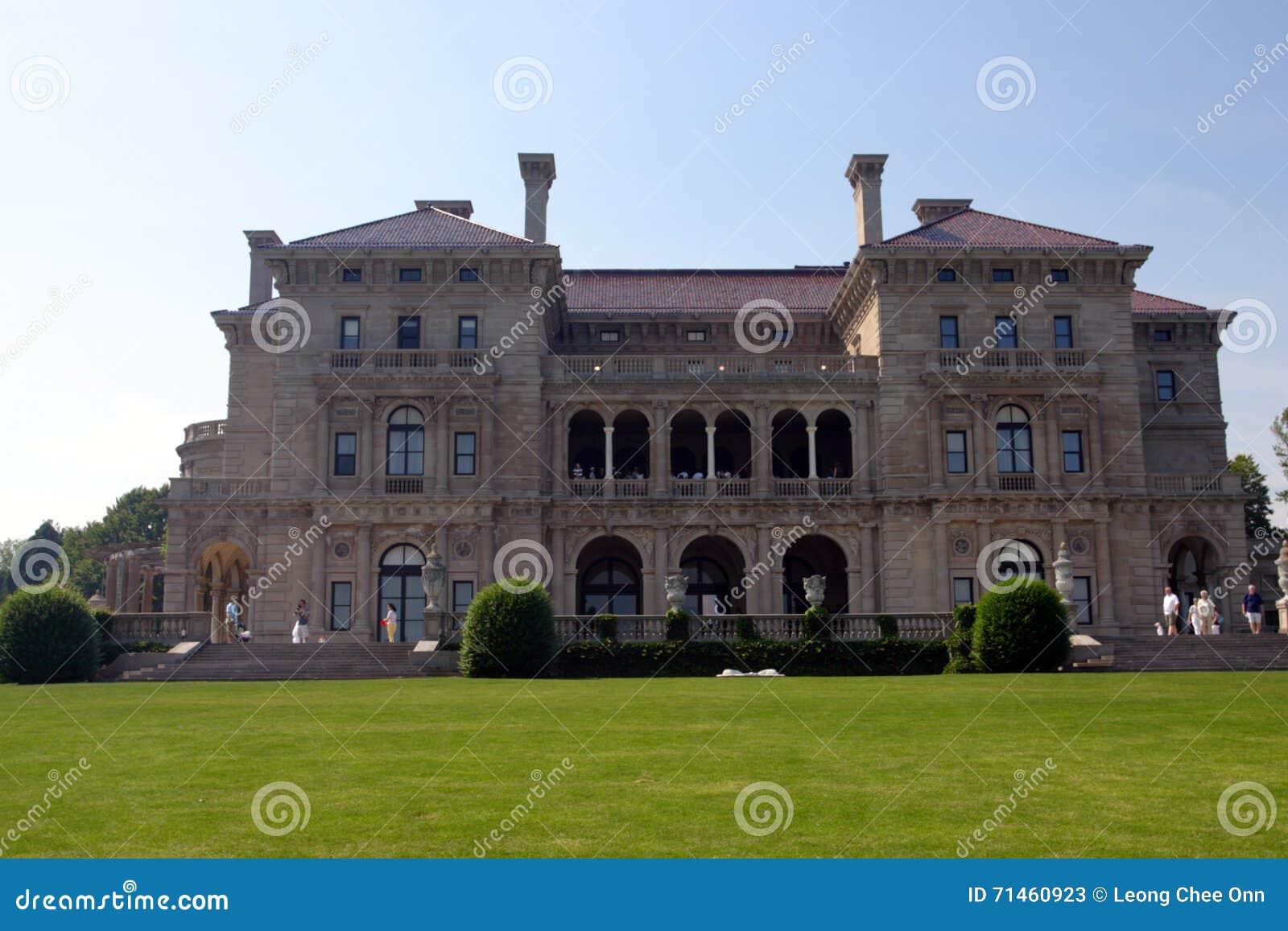 La mansión de los cortacircuítos en punta ocre en Newport, Rhode Island