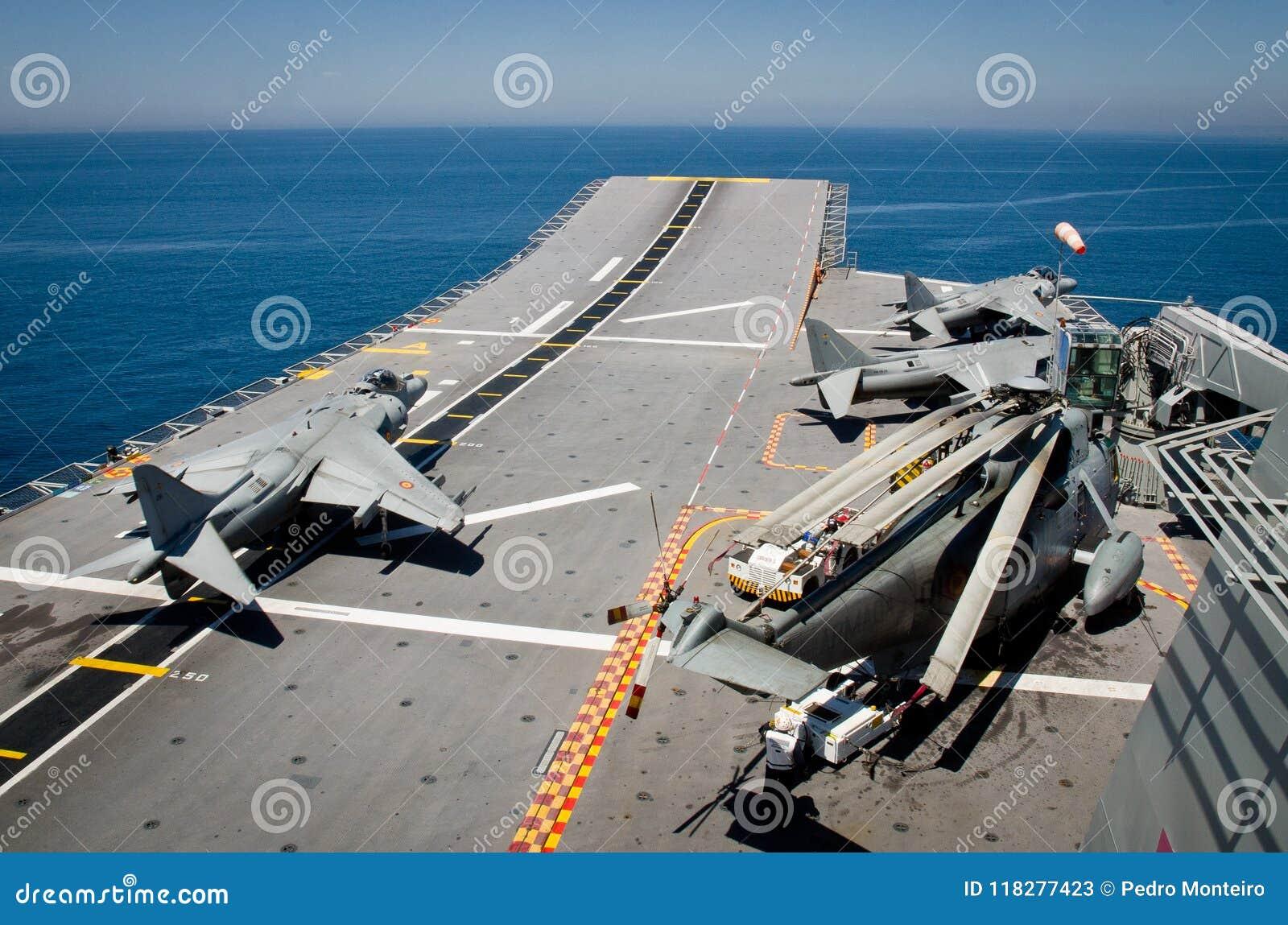 La marine espagnole conduit des exercices navals