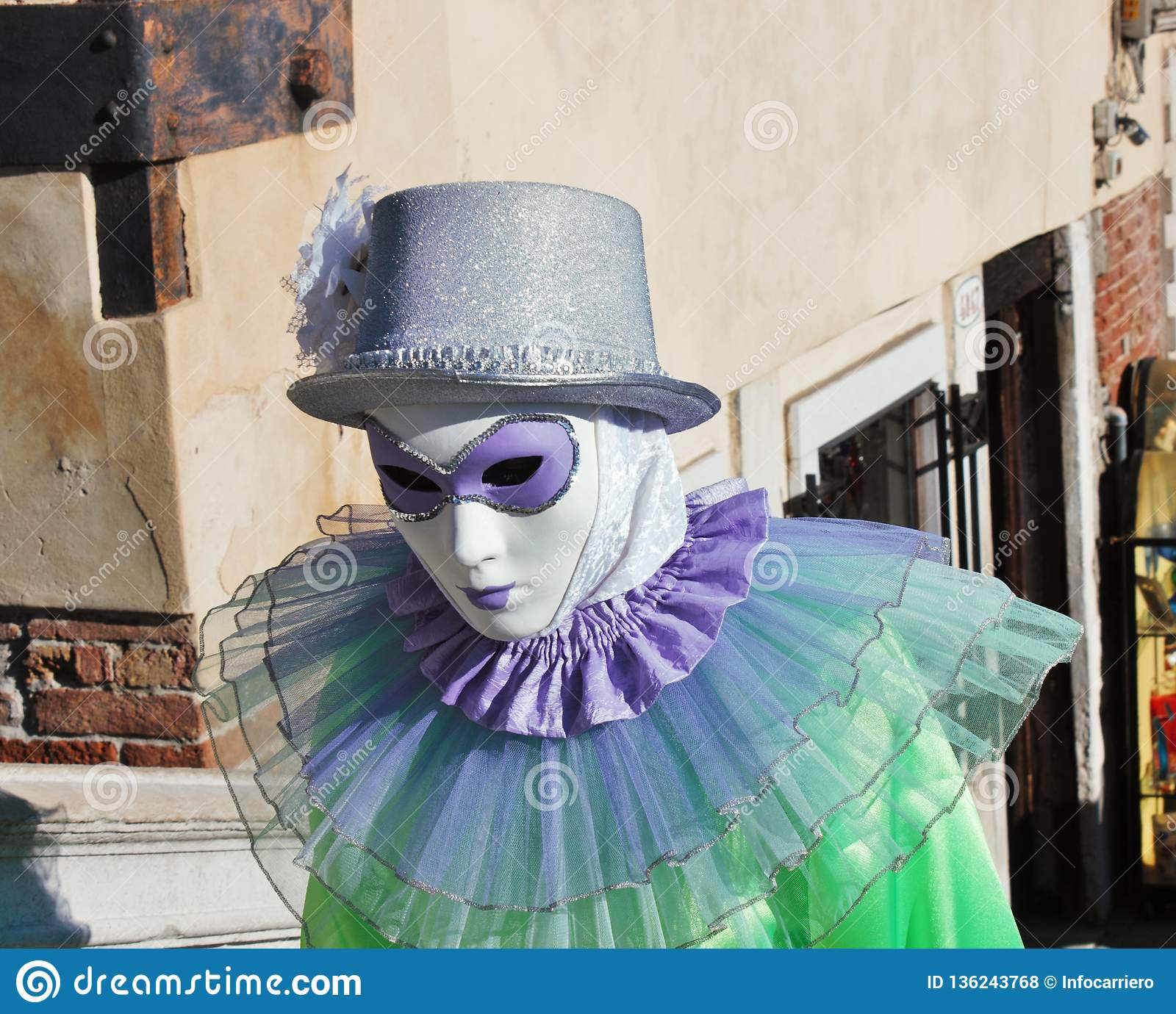 La maschera stile veneziana, il carnevale di Venezia è una dei più famose nel mondo, il suo caratteristico è le maschere, create