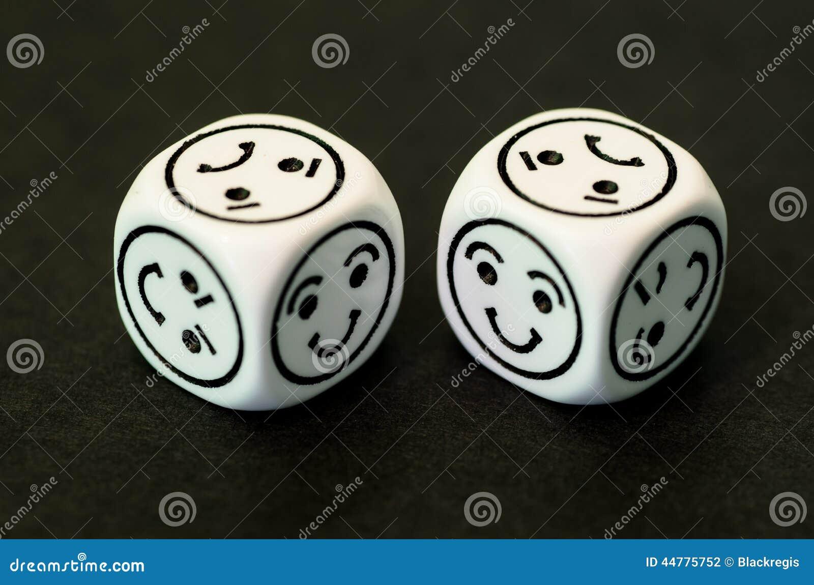 La matrice avec l émoticône heureuse dégrossit se faisant face