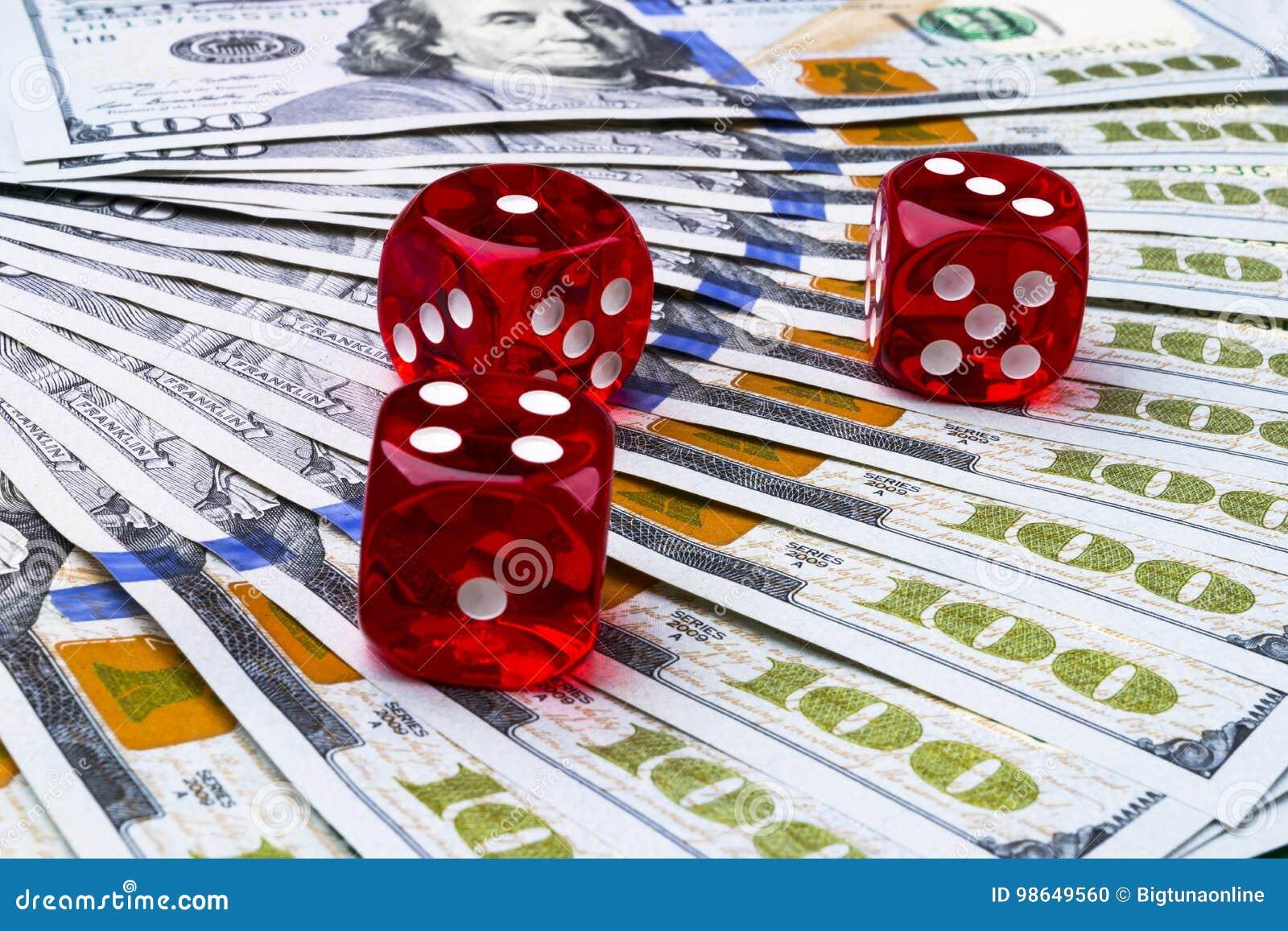 La matrice de tisonnier roule sur des billets d un dollar, argent Table de tisonnier au casino Concept de jeu de poker Jouer un j